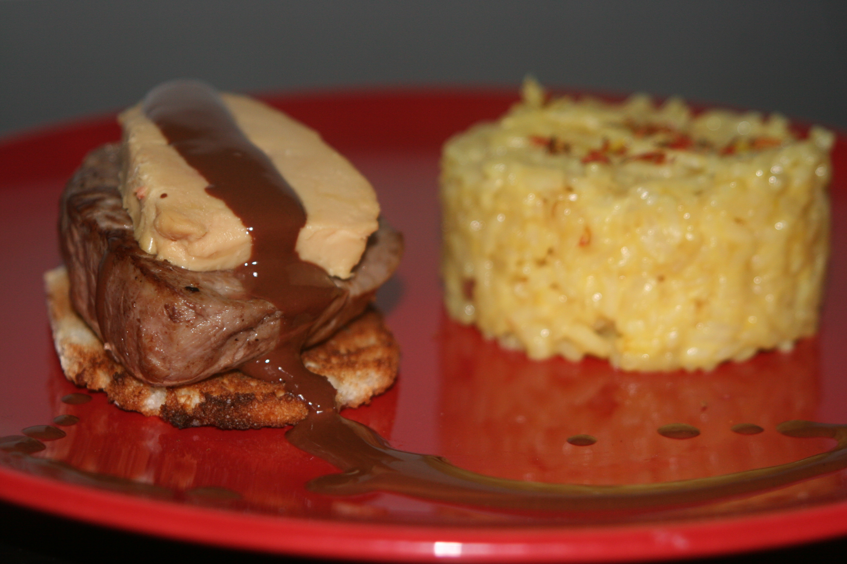 Tournedos Rossini, sauce chocolat-piment et son risotto au citron et safran