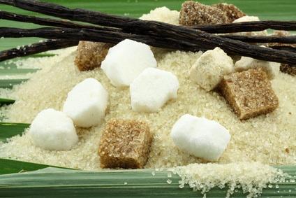 sucres et vanille sur feuilles de cannes à sucre