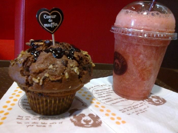 Smoothie à la fraise et Muffin Brownie