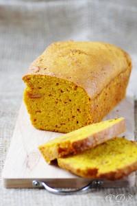 Cake au potimarron, orange et amaretti sur Un déjeuner de soleil