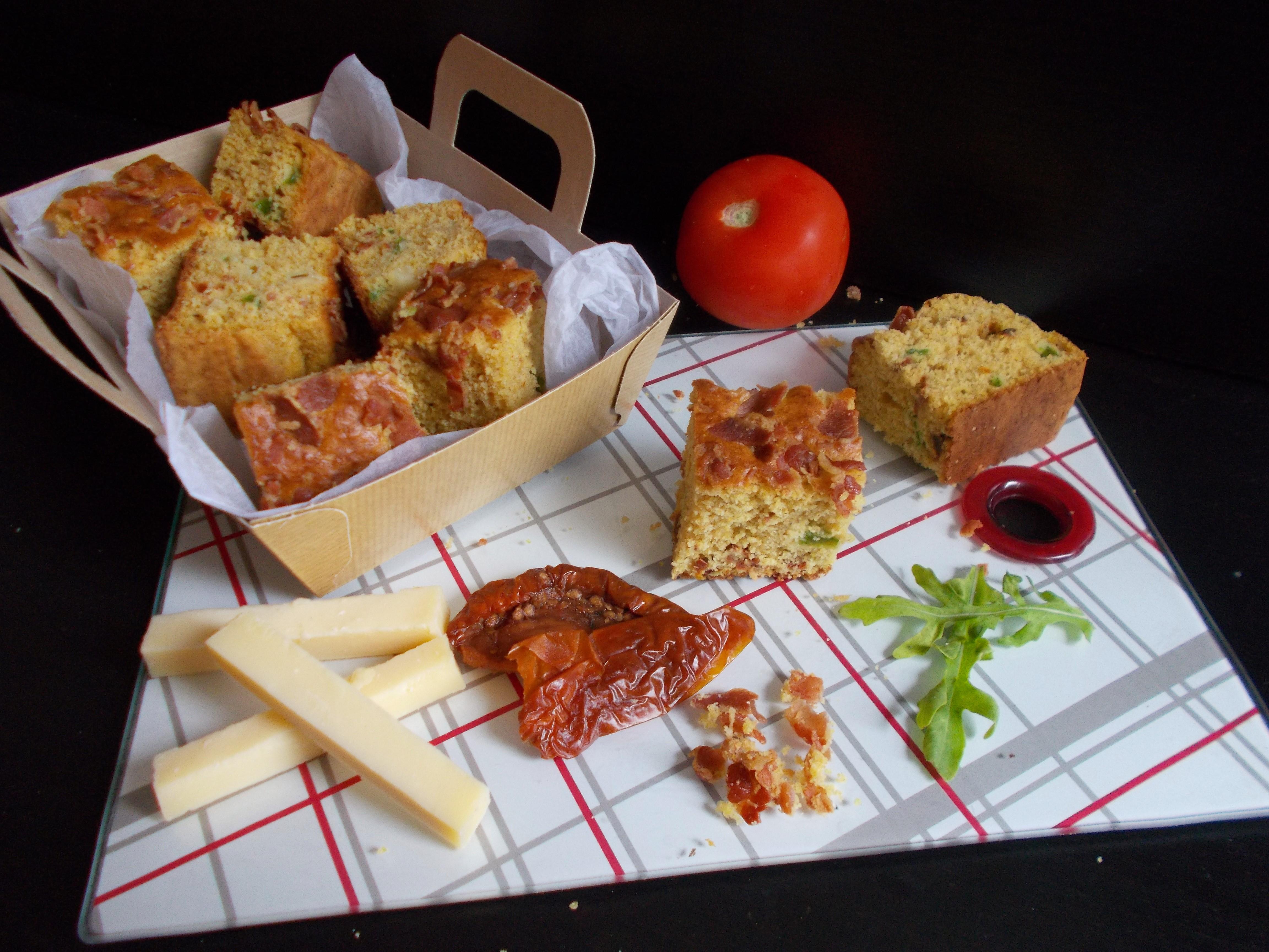 Fatso cornbread : bacon, jalapeño, tomate séchée et gruyère
