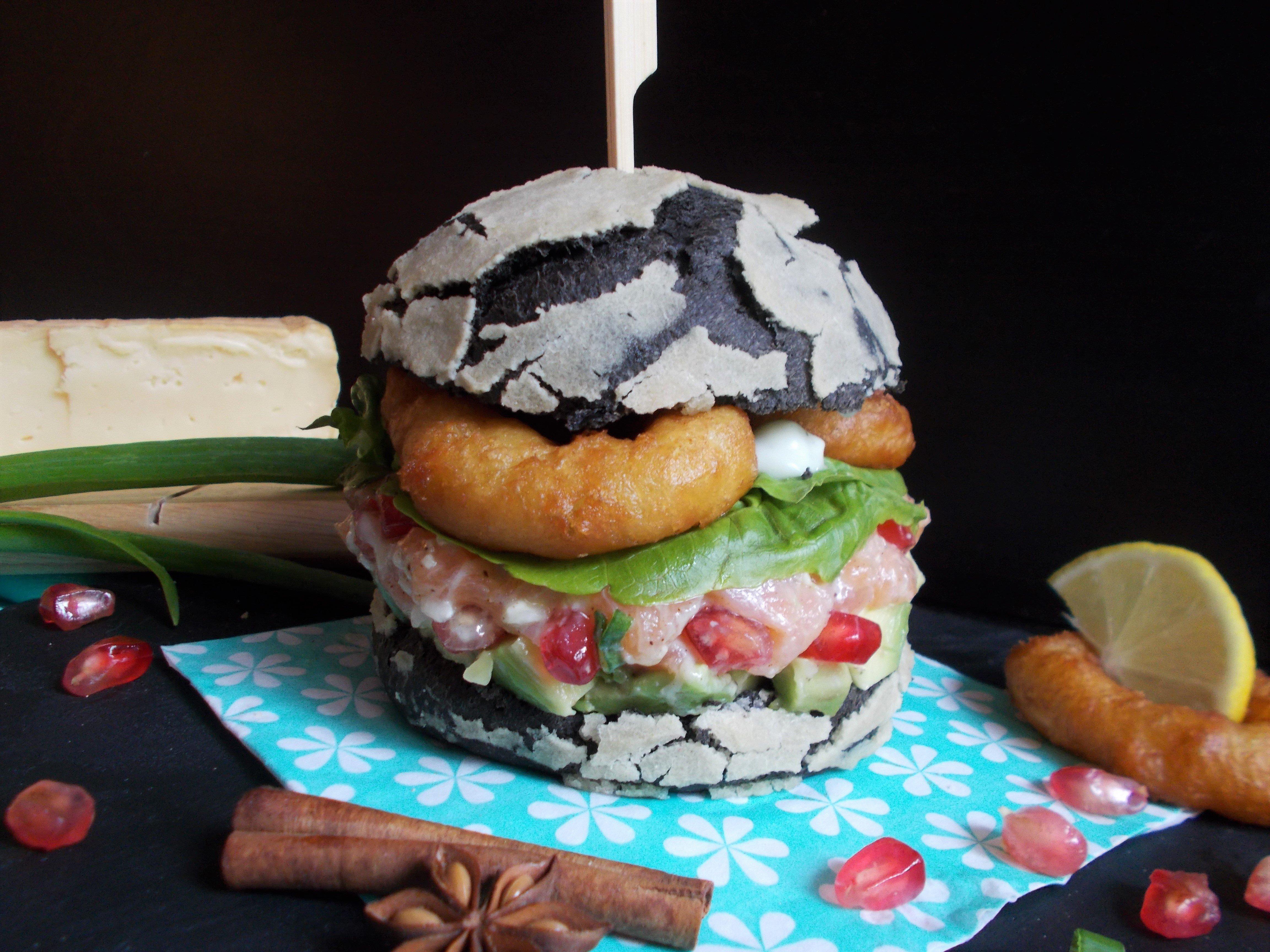 Burger marin en chaud/froid au tartare de saumon et calamar ring