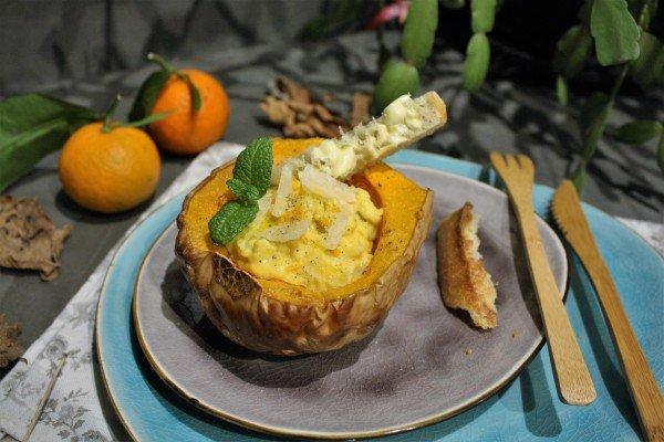 Butternut rôtie à la mandarine et oeufs brouillés parmesan et verveine
