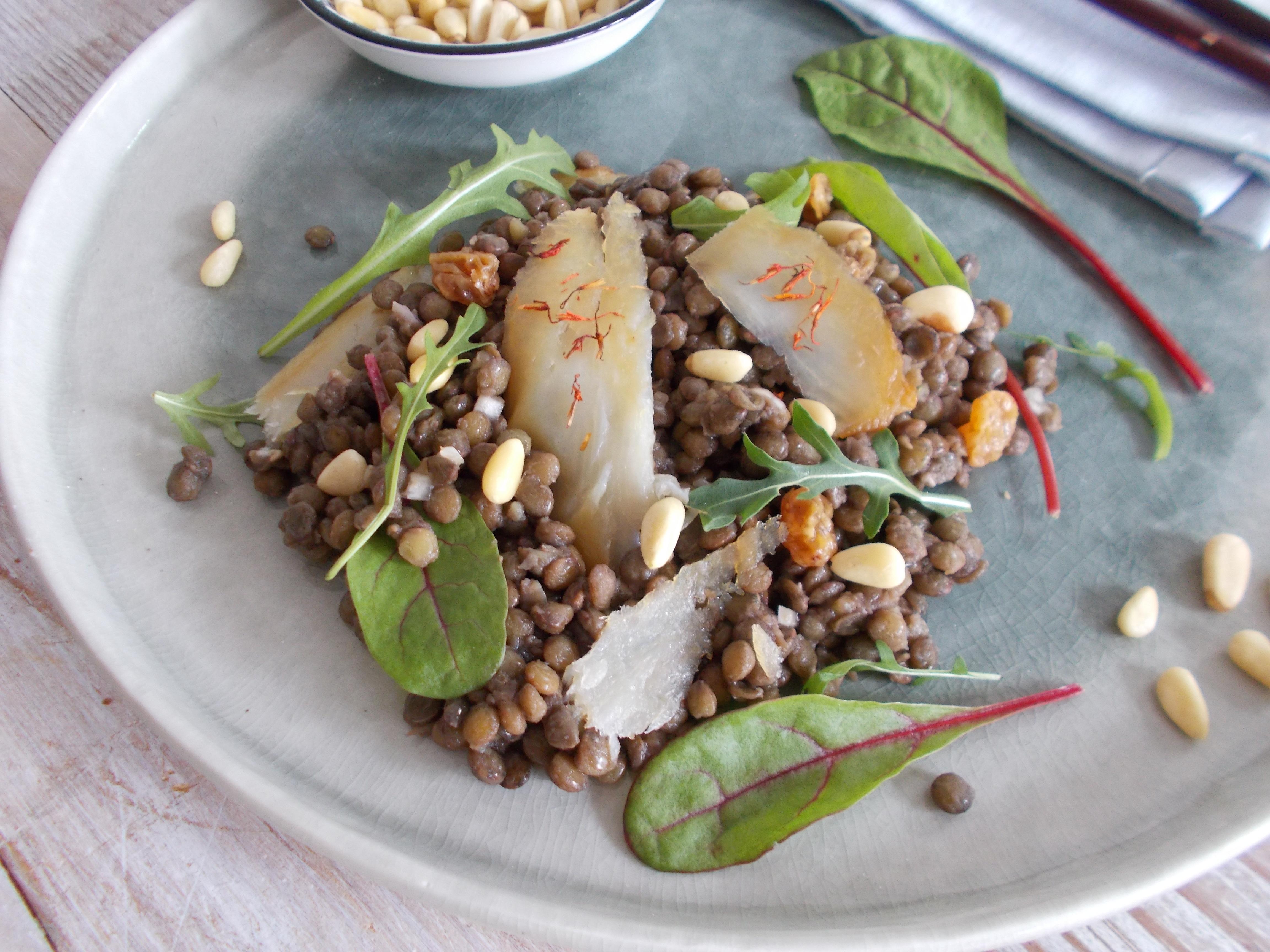 Salade de lentilles au haddock, raisin sec et pignon