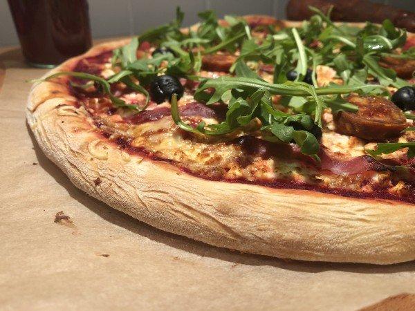 Pizza feta bacon olives