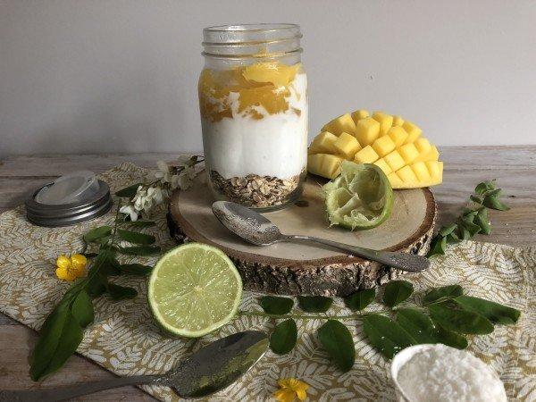 Overnight porridge mangue, coco, citron vert