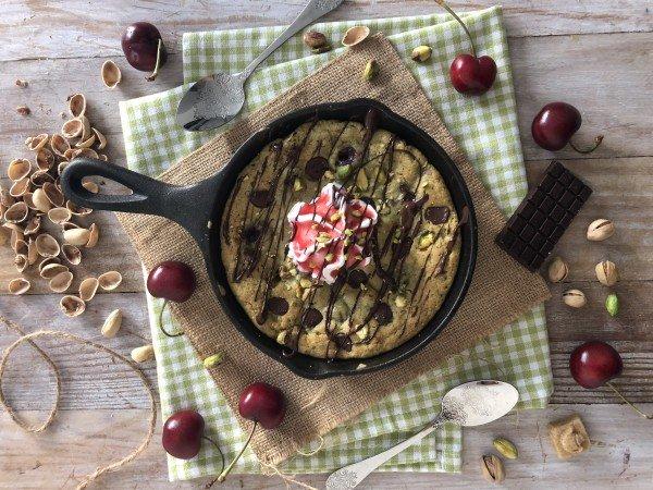 Skillet cookie pistache griotte