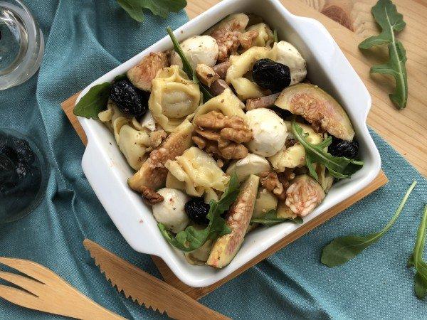 Salade de tortellini au jambon cru, figue et noix