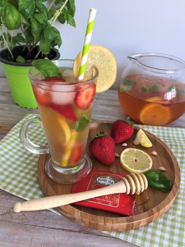 Thé glacé fraise, basilic et citron