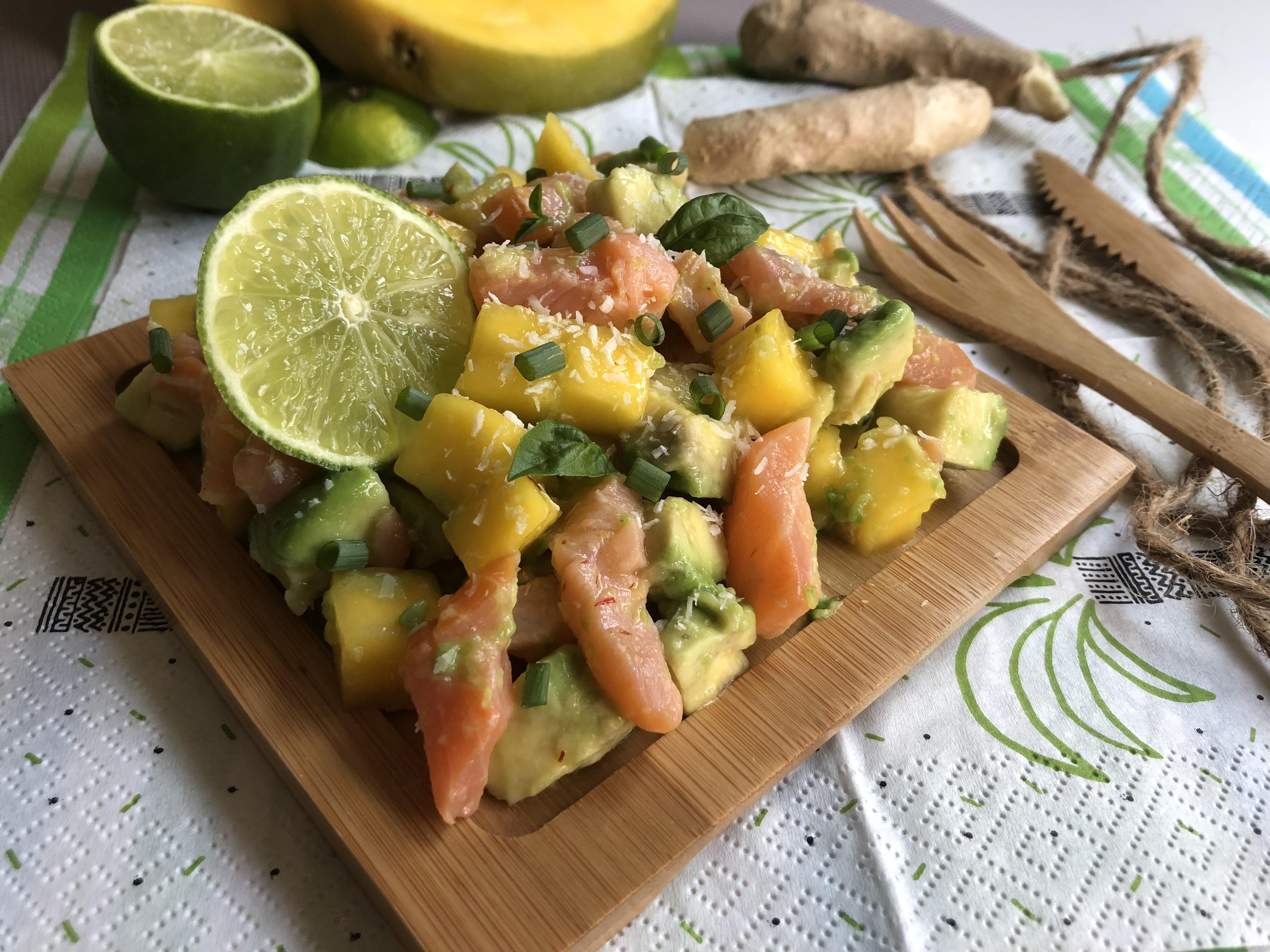 Tartare de saumon, mangue et avocat au gingembre et citron vert