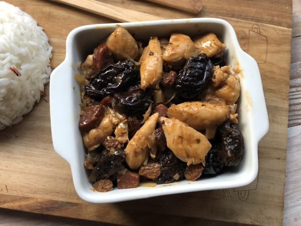 Poulet aux pruneaux, chorizo et piment d'Espelette