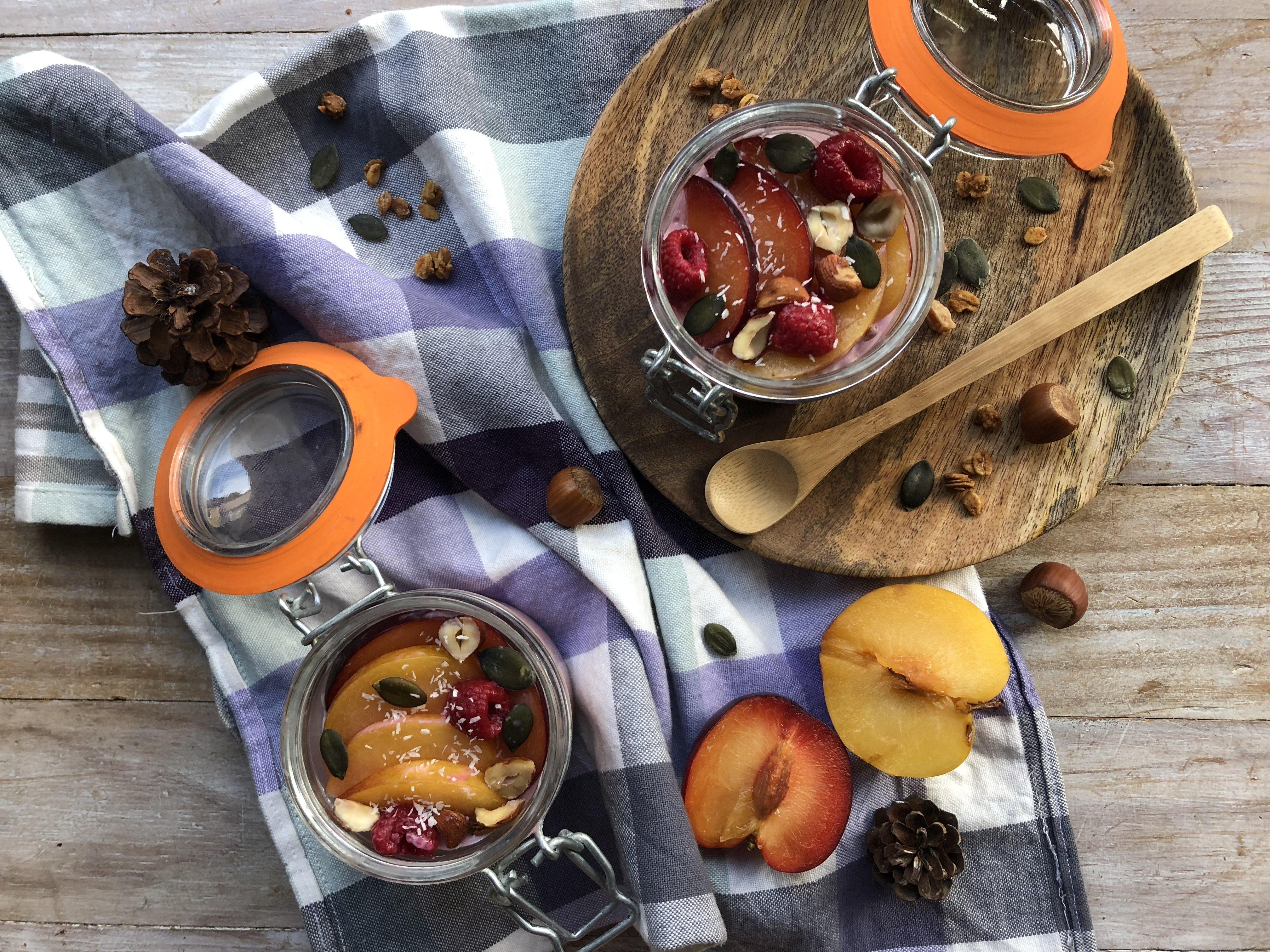 Granola bowl pêche, framboise et prune