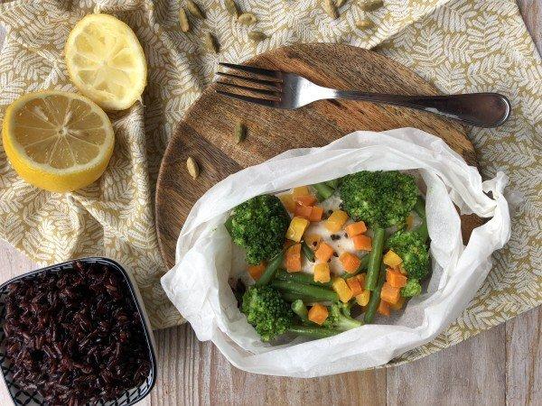 Papillote de poisson aux petits légumes et lait de coco