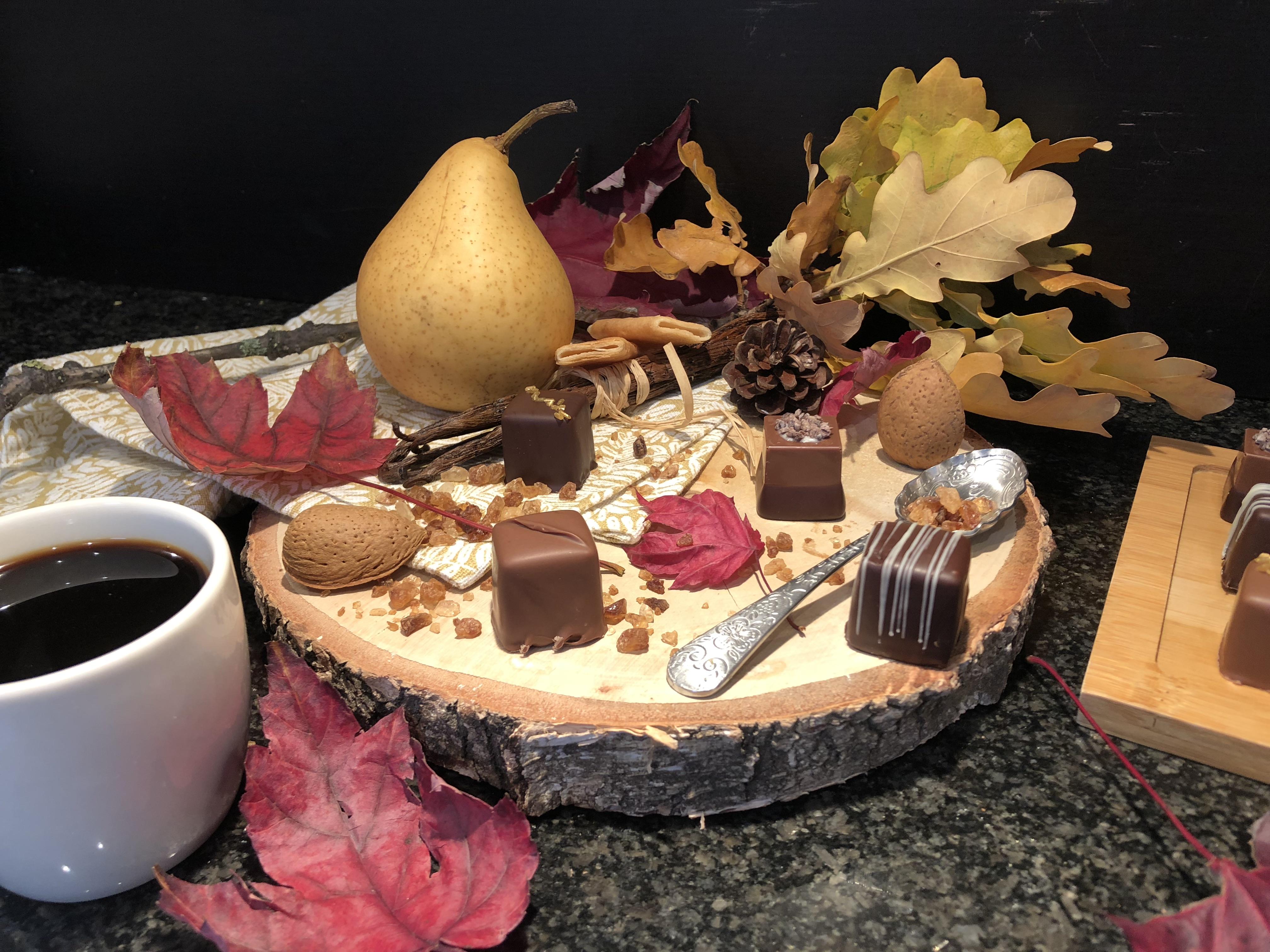 Chocolat fourré aux poires vanillées et praliné amande feuilletine
