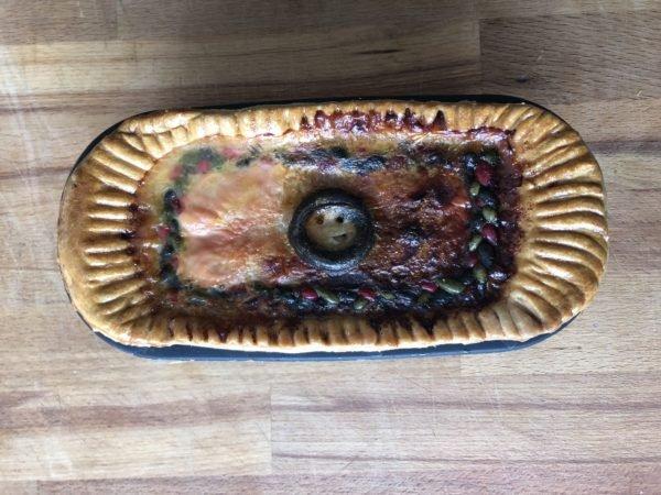 Enfournez 15 min à 200 °C puis poursuivez la cuisson 1h à 160 °C. Vérifiez de temps en temps que la cheminée ne s'est pas bouchée. Au besoin, utilisez une petite poire à jus pour prélever l'excédent (ce que je n'ai pas fait ...).