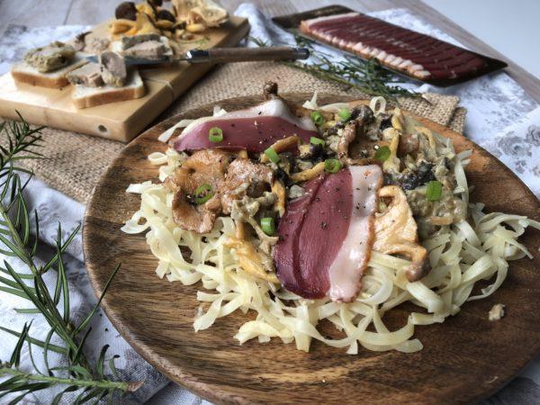 Spaghetti au magret séché et champignons sauce au foie gras