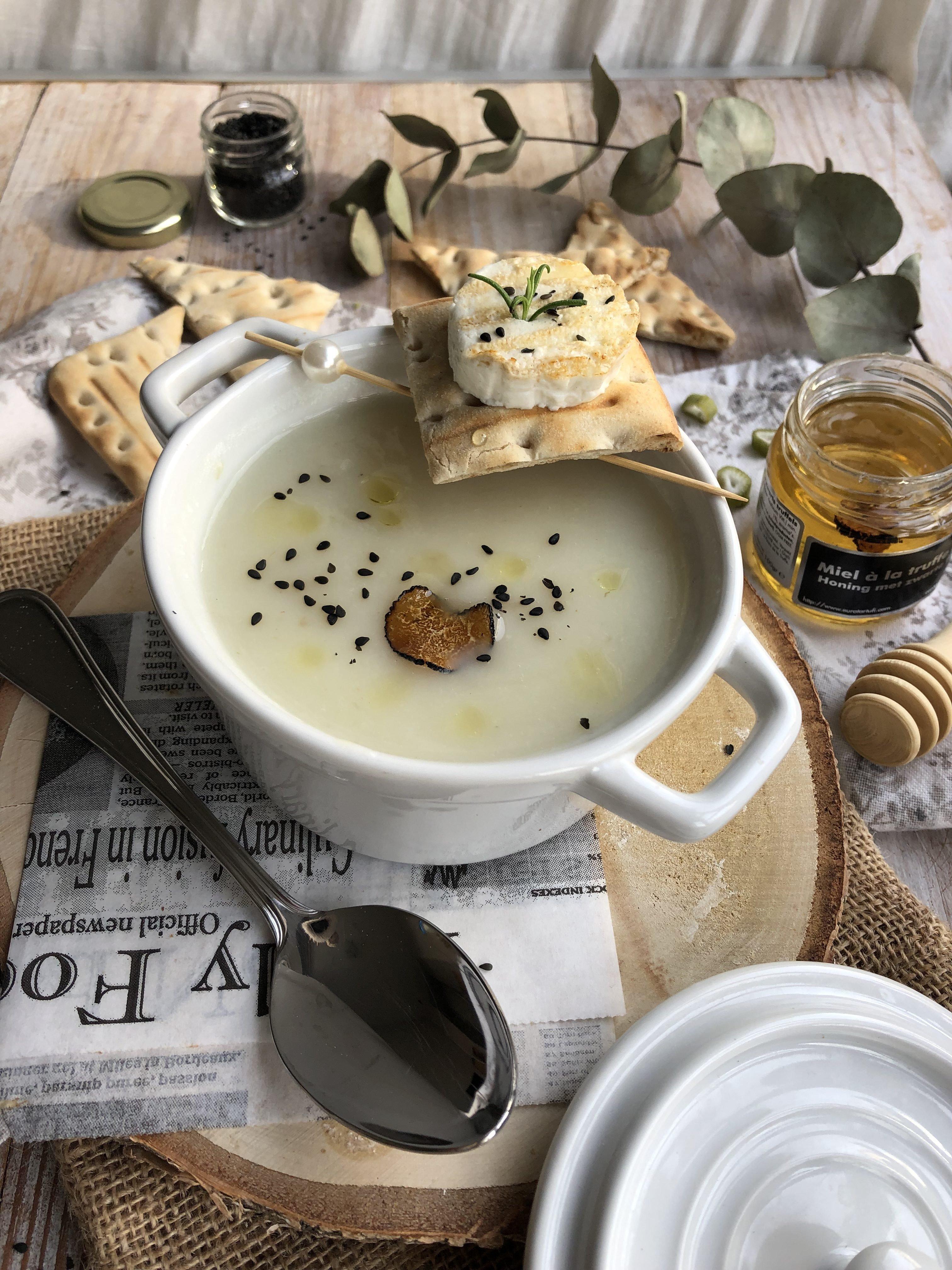 Velouté de Céleri au chèvre et huile de truffe