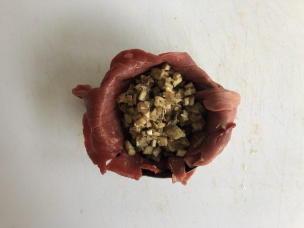 Garnissez avec 1/4 de la préparation aux champignons.