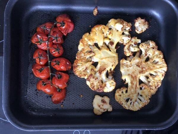 Enfournez pour 20 min. La peau des tomates va craqueler.