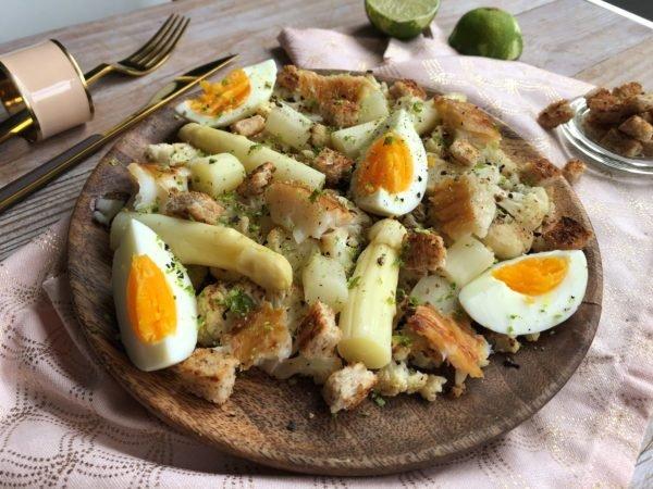 Salade blanche : chou-fleur, asperge, oeuf dur et haddock