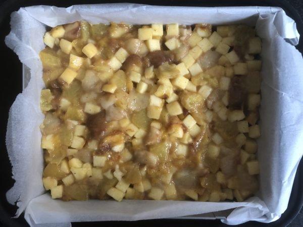 Déposez les fruits par dessus et recouvrez avec le petit pâton de 110g étalé en rectangle.