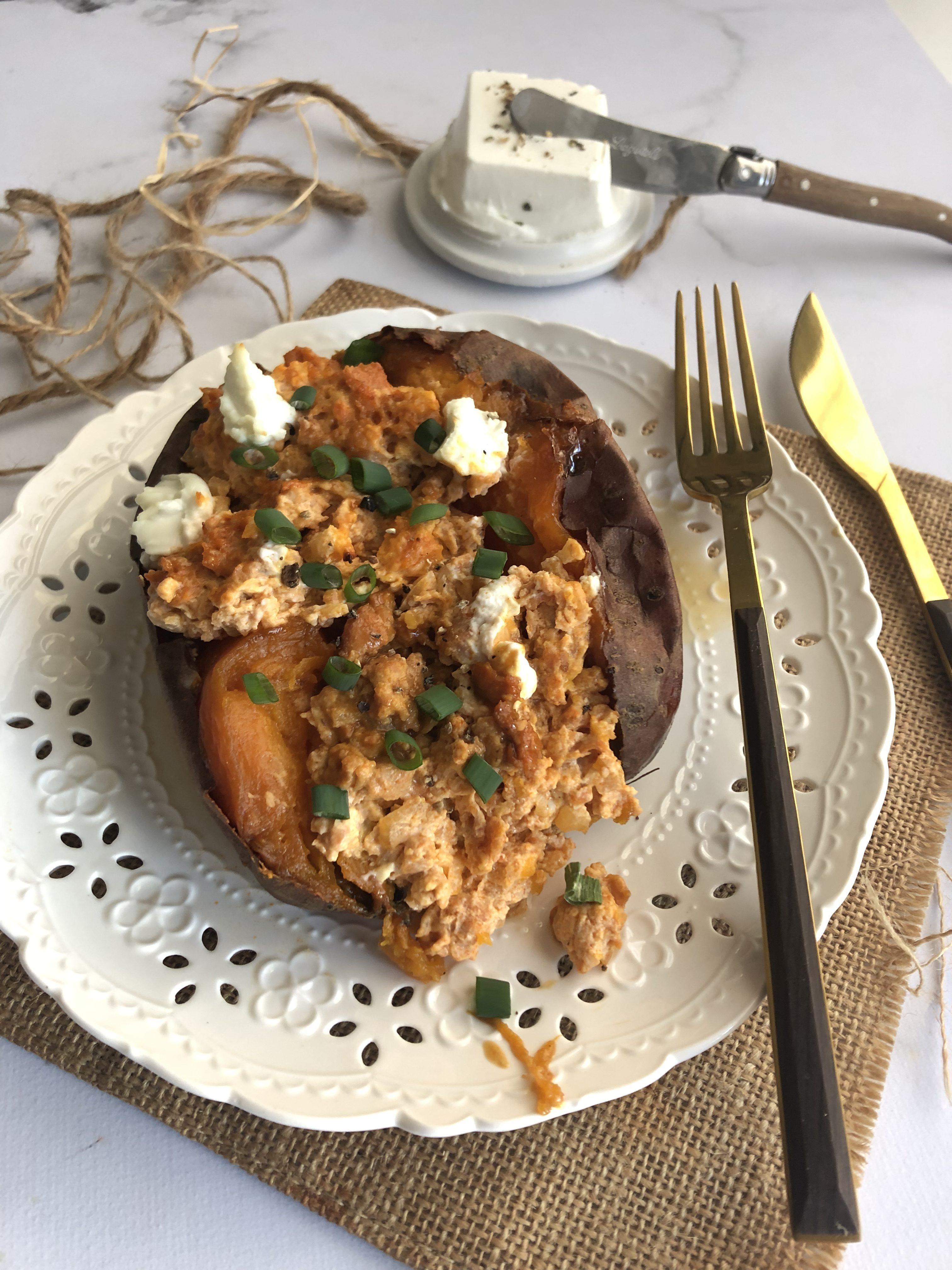 Patate douce rôtie farcie à la merguez et chèvre frais