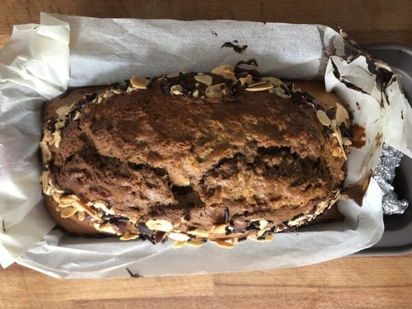 Enfournez pour 45-60 min. Le gâteau doit être gonflé et cuit à coeur.