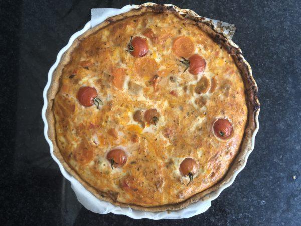 Enfournez pour 30 à 45 min pour que le fromage ait gratiné et que les tomates fripent.