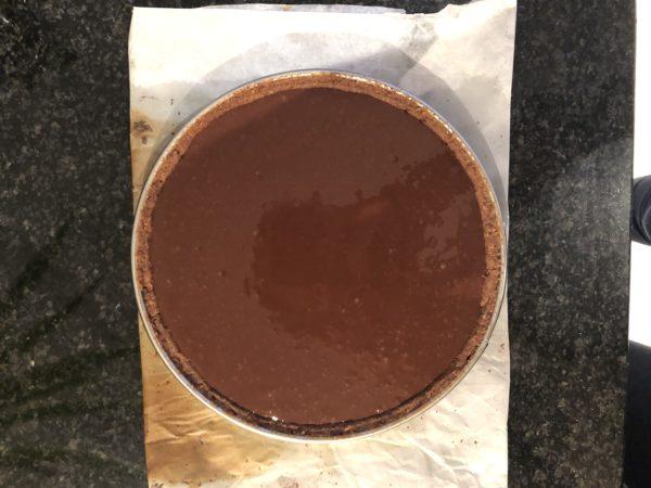 Versez sur le fond de tarte et laissez figer à température ambiante.