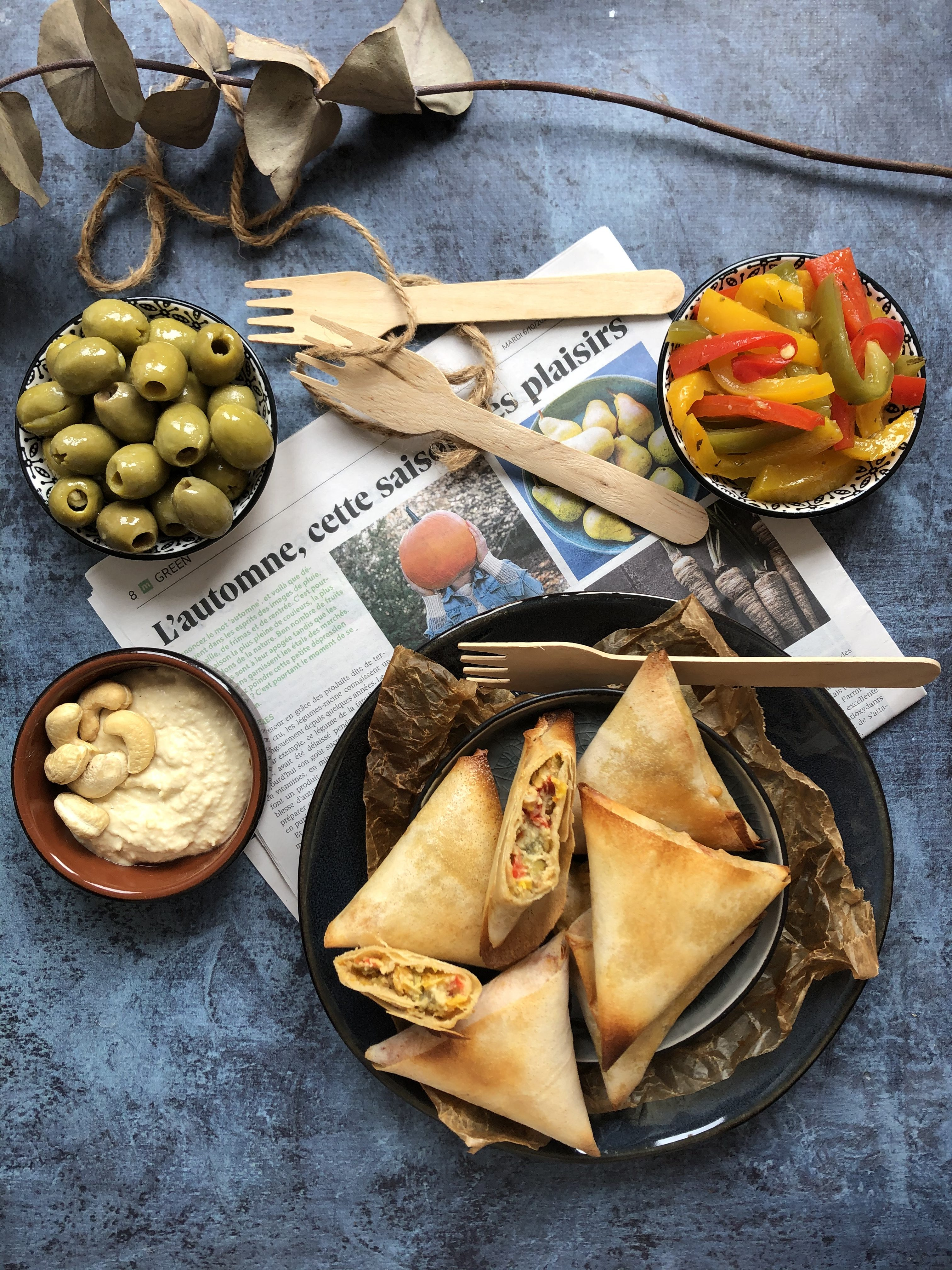 Samossa poivronnade, olive et houmous