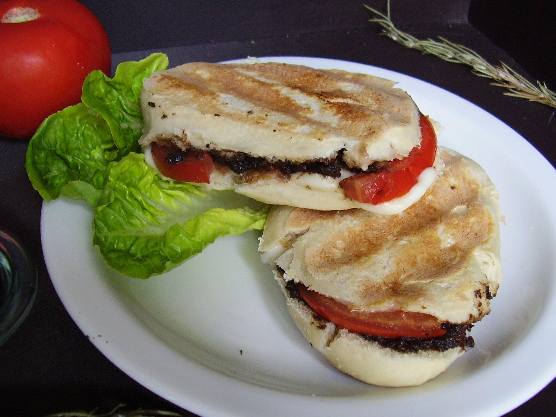 Mini panini Tapenade-Tomate-Mozza