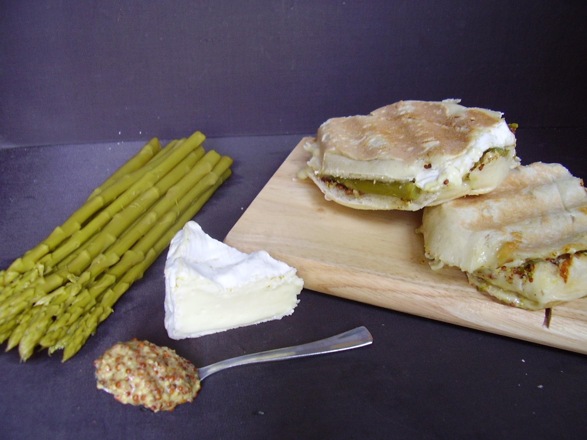 Mini panini Asperge-camembert-moutarde