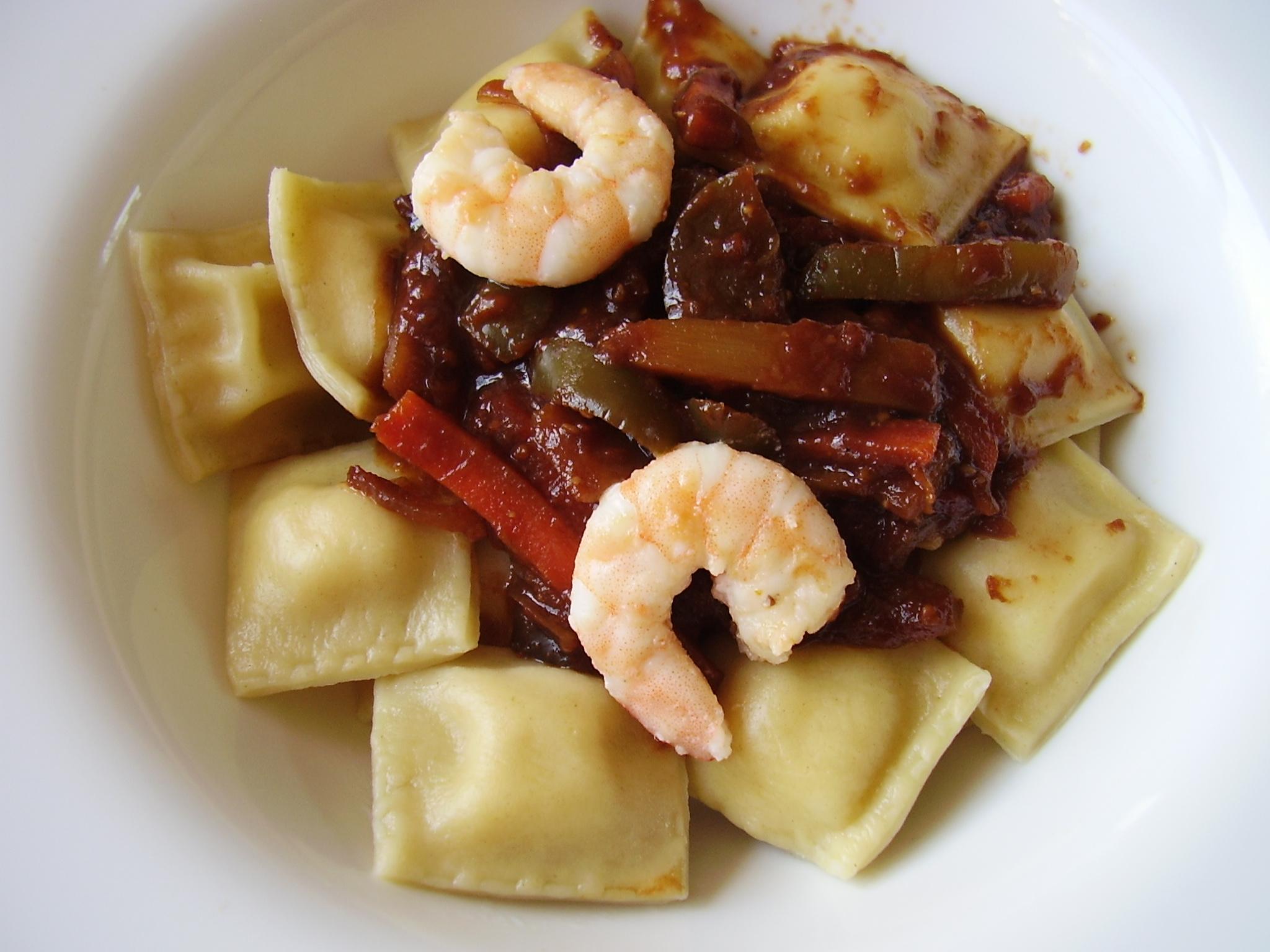 Raviolis à la crevette, sauce piquante