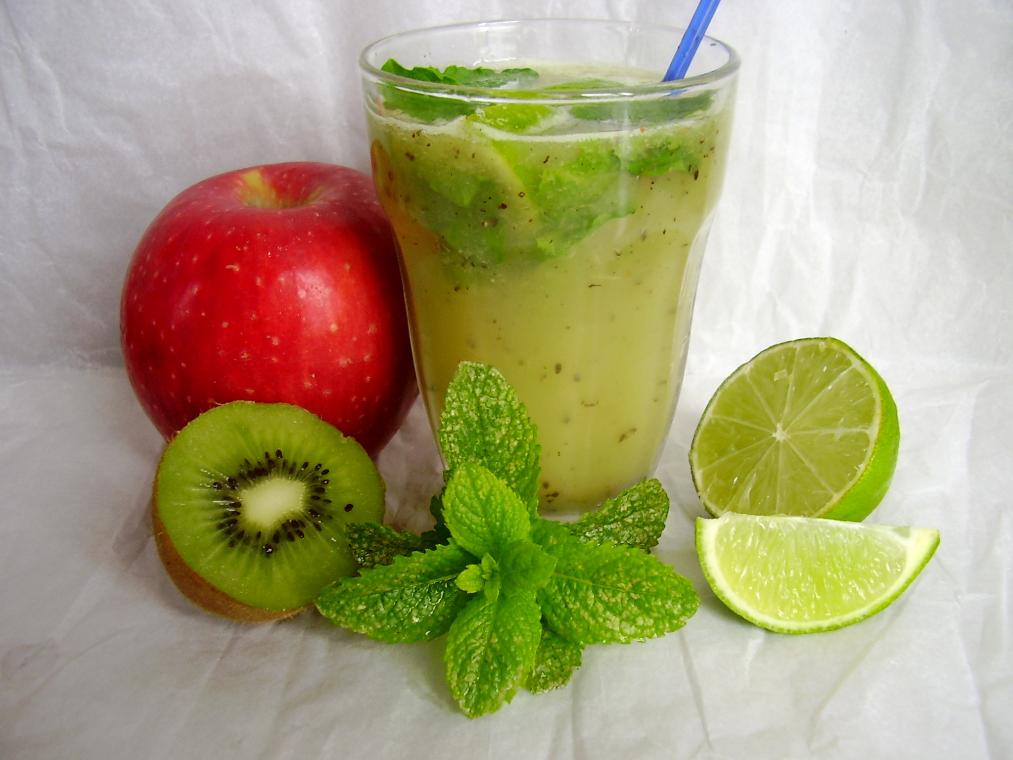 Smoothie caïman (pomme-kiwi-menthe-citron vert)
