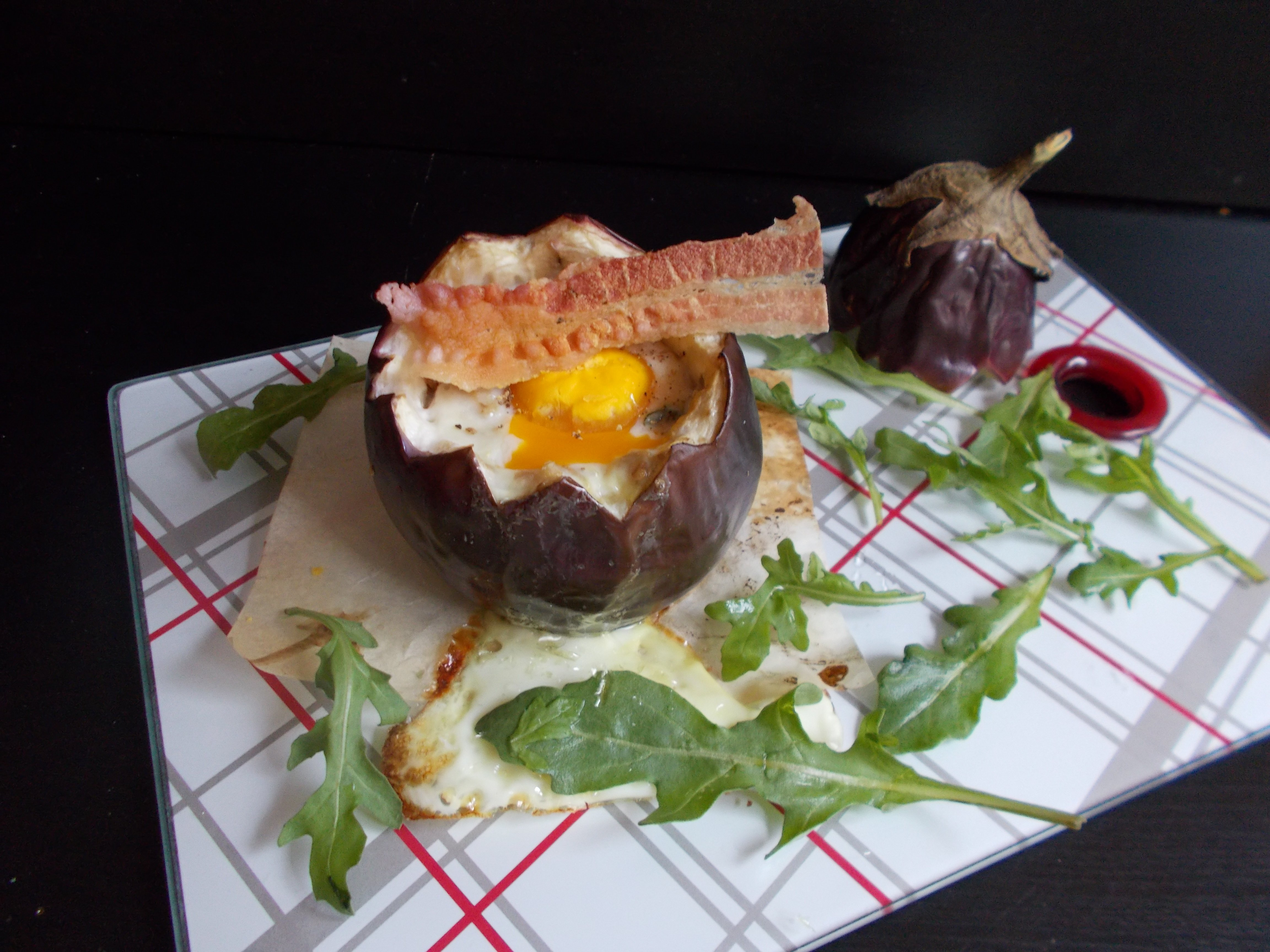 Oeuf cocotte au bacon et parmesan en aubergine