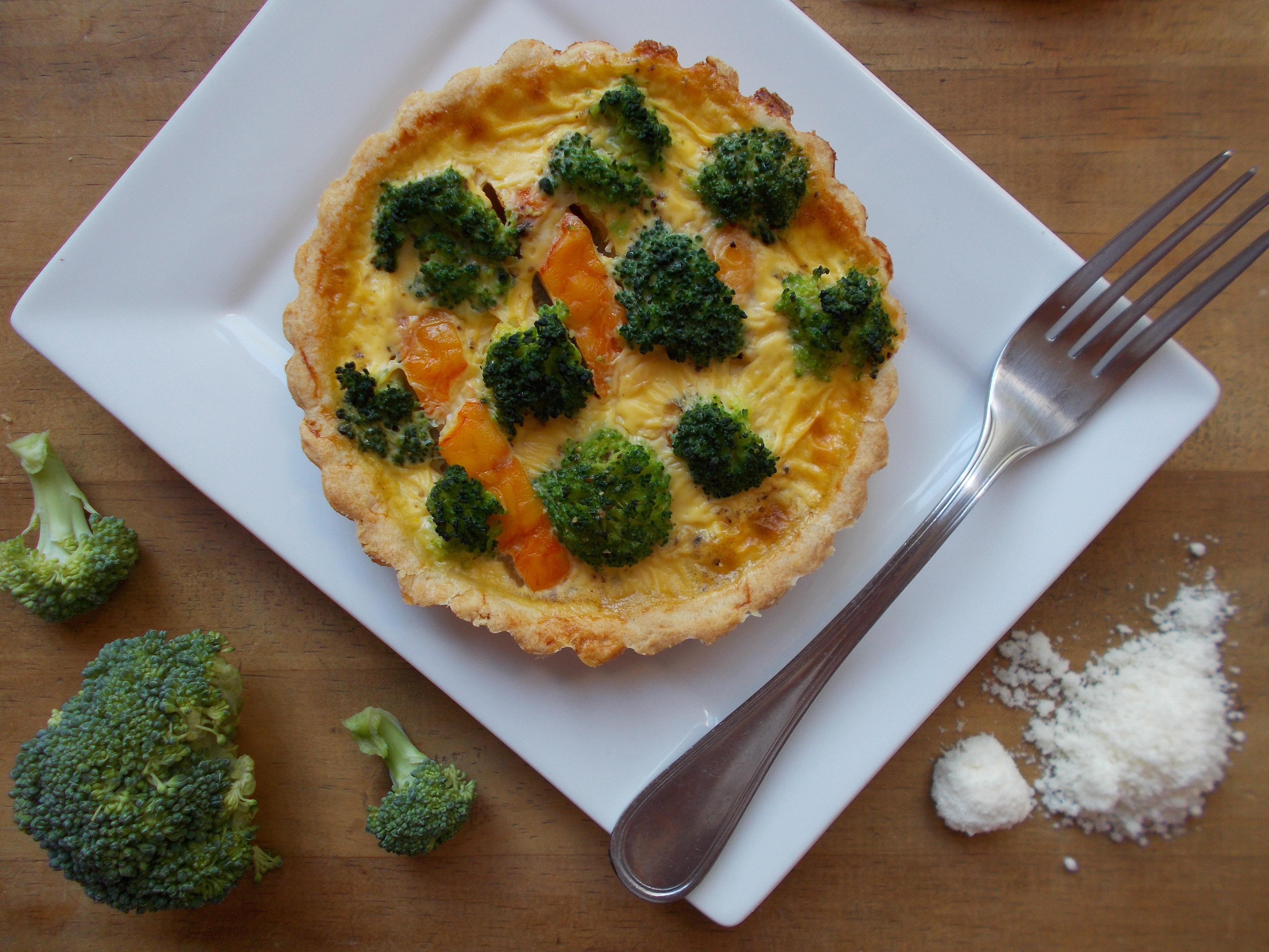 Quiche au haddock et brocolis, croûte au parmesan