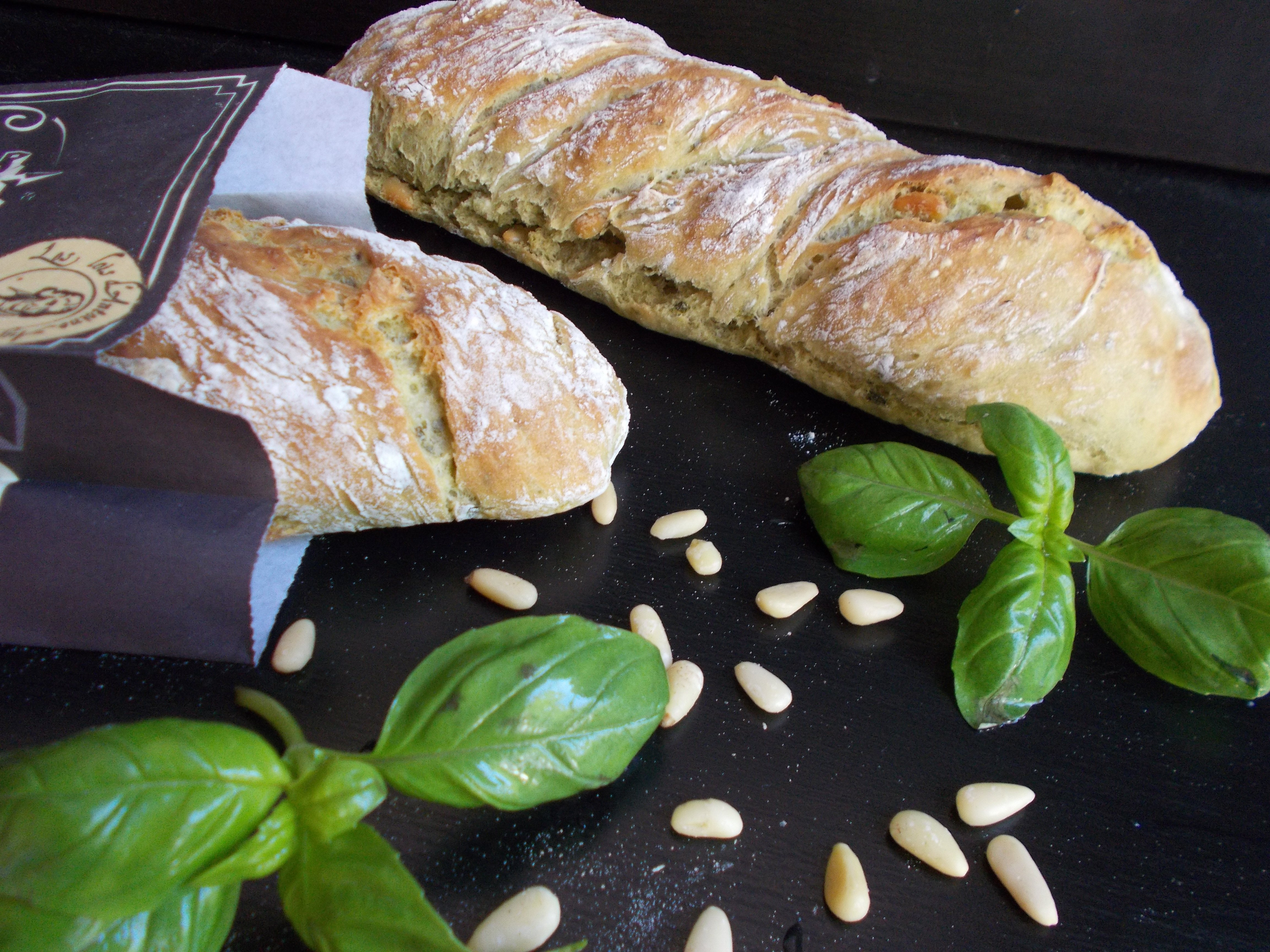 Baguette basilic-pignon (baguette au pesto)