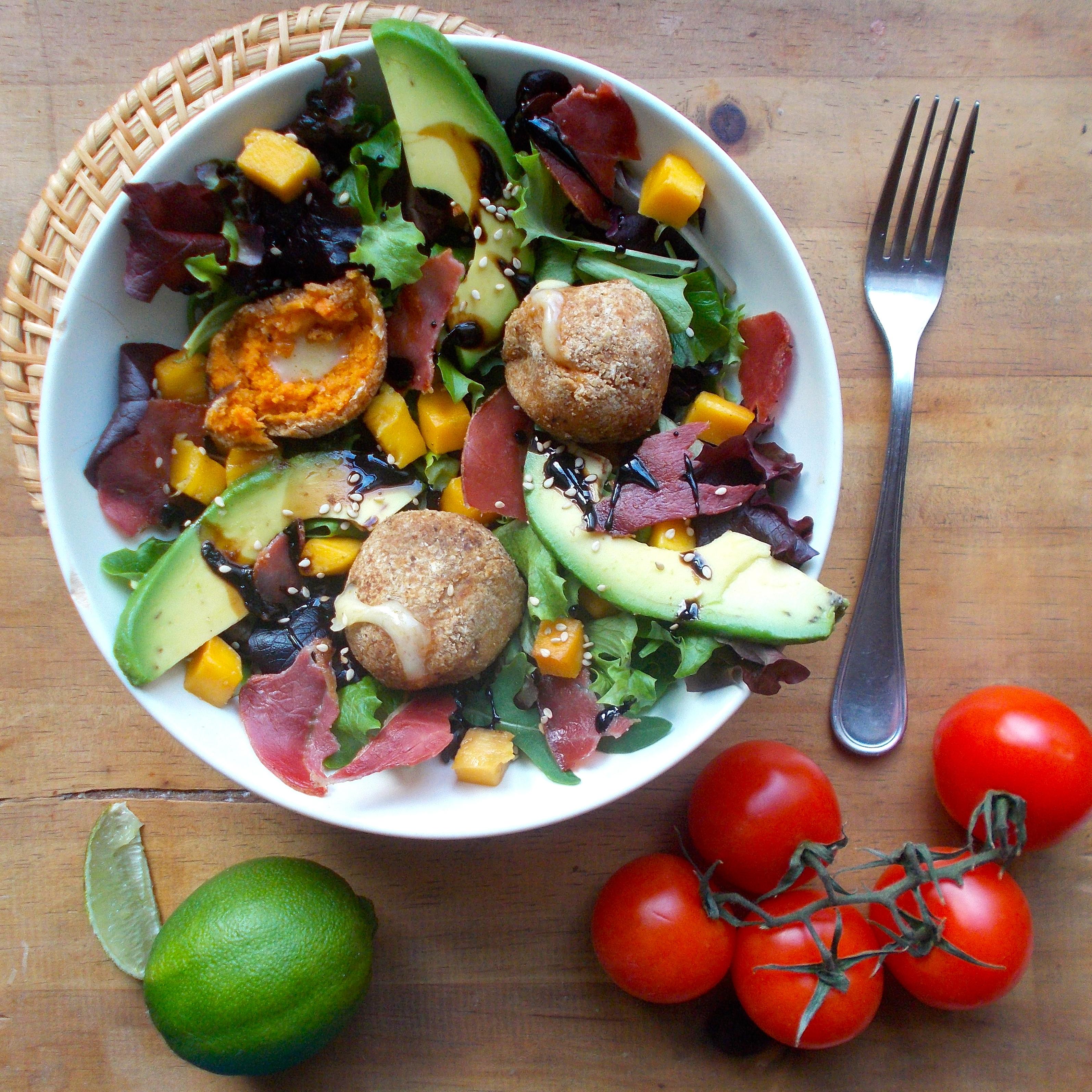 Salade exotique aux croquettes de patate douce