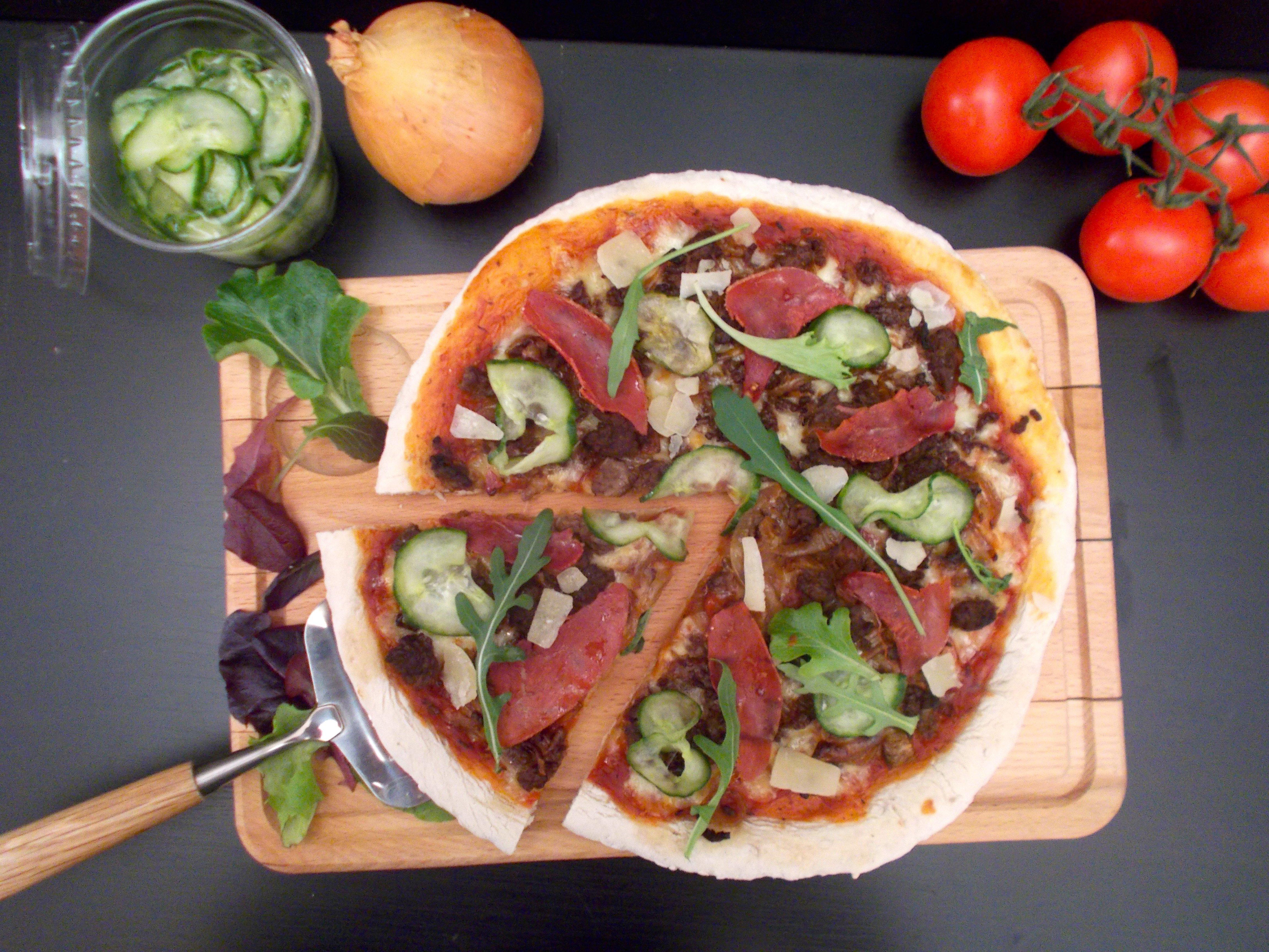Pizza au boeuf à l'oignon façon burger