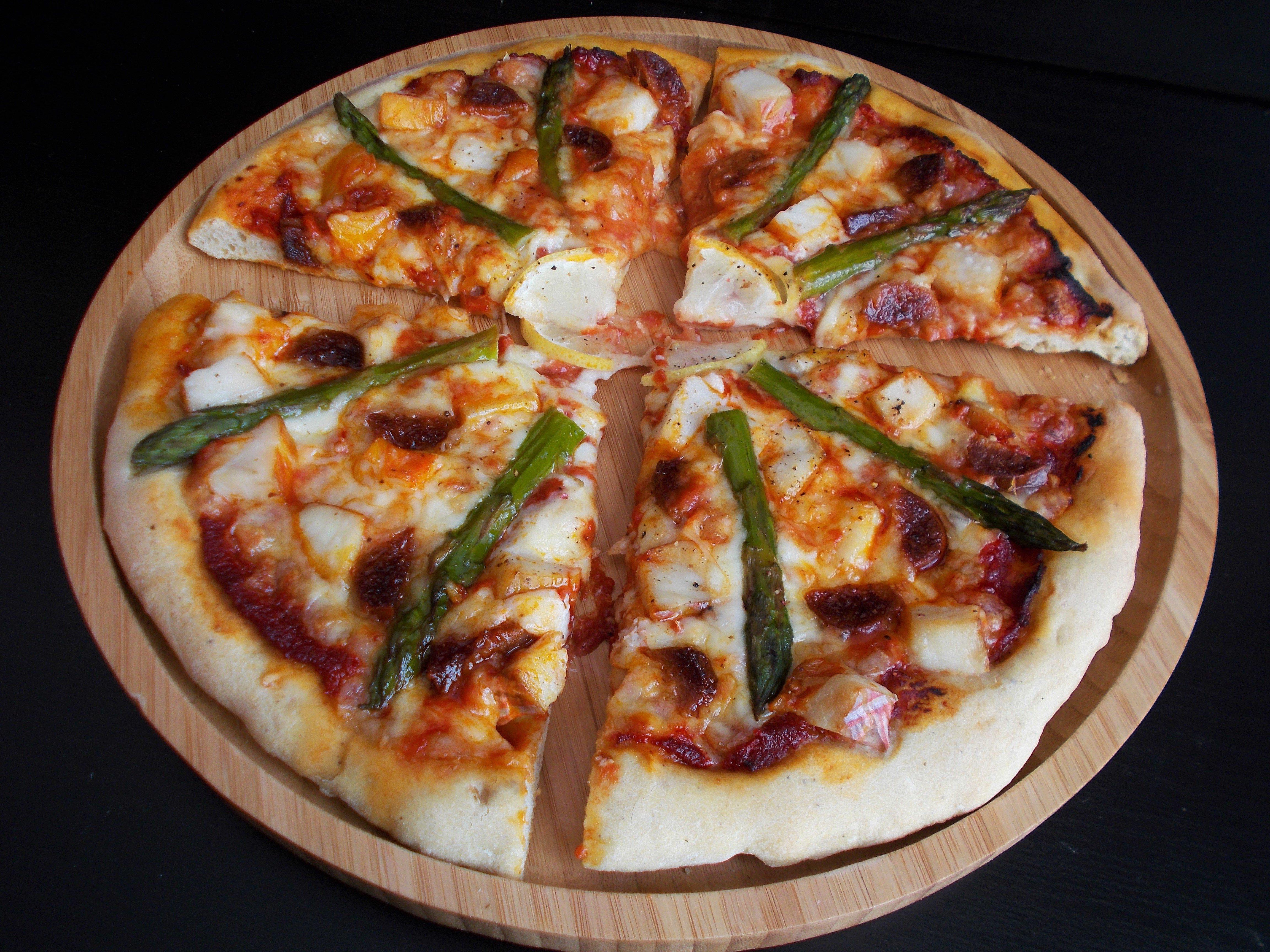 Pizza terre-mer au haddock et chorizo