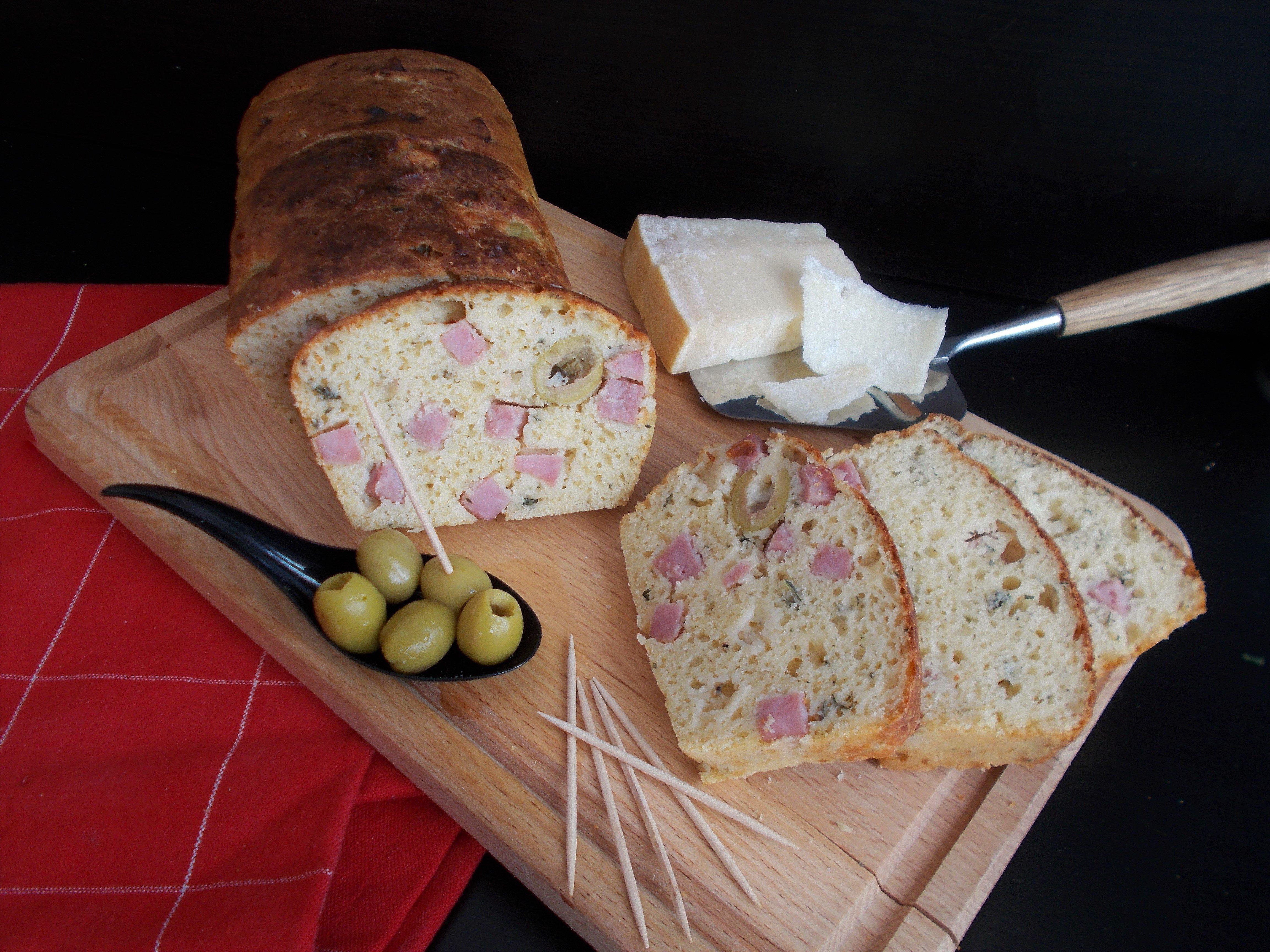 Cake salé jambon, olives et parmesan