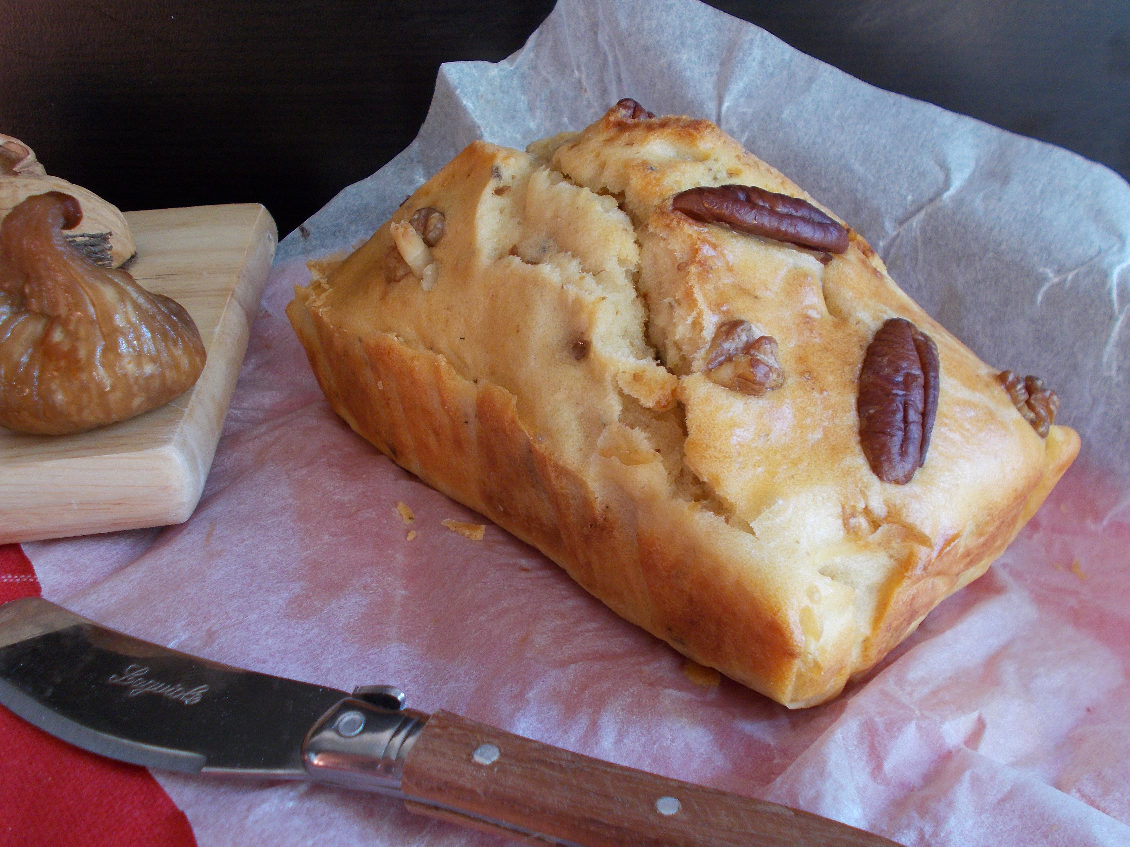Cake salé au chèvre frais, figue et huile de noix