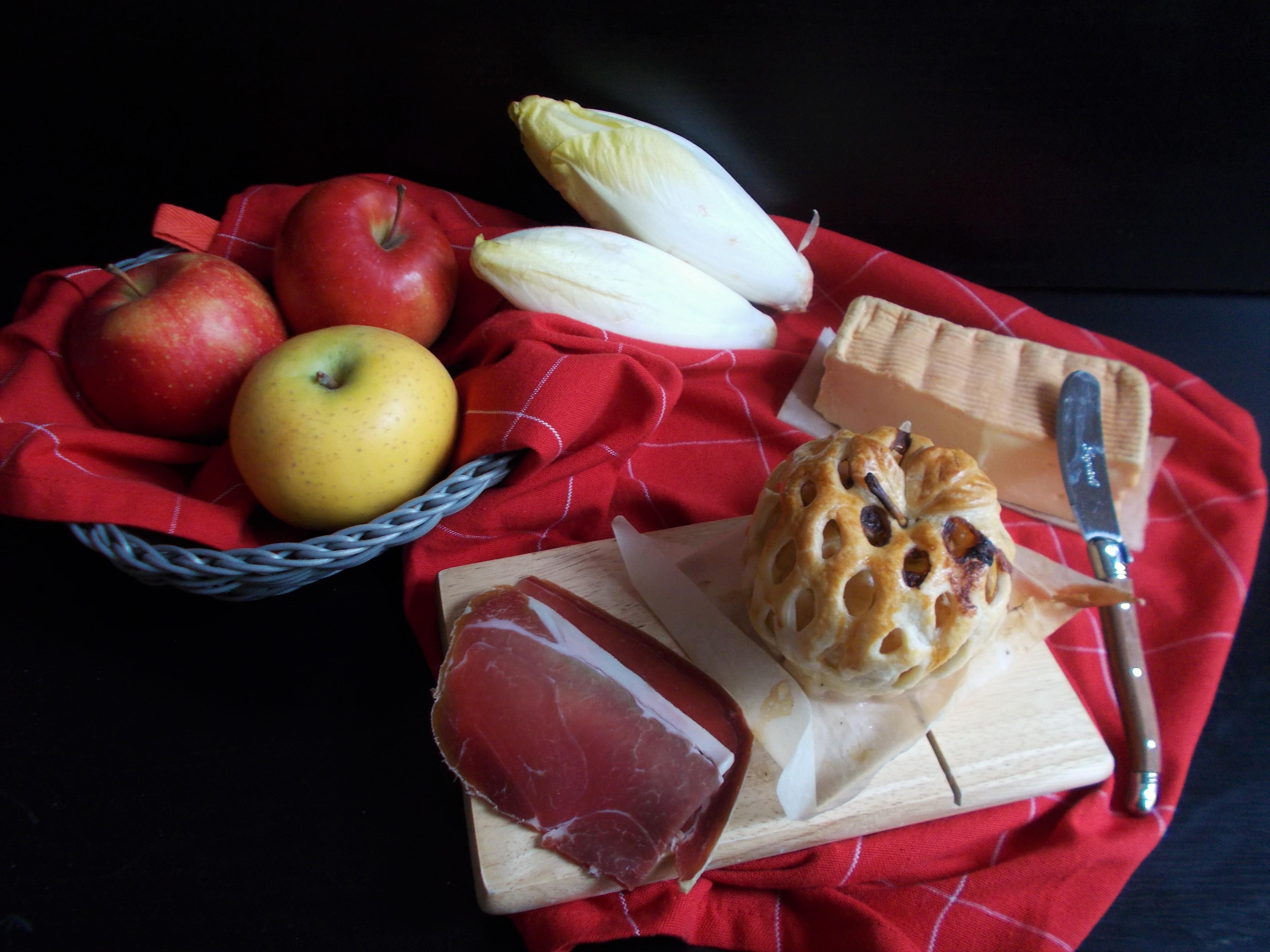Grillé aux pommes à la fondue d'endive et Maroilles