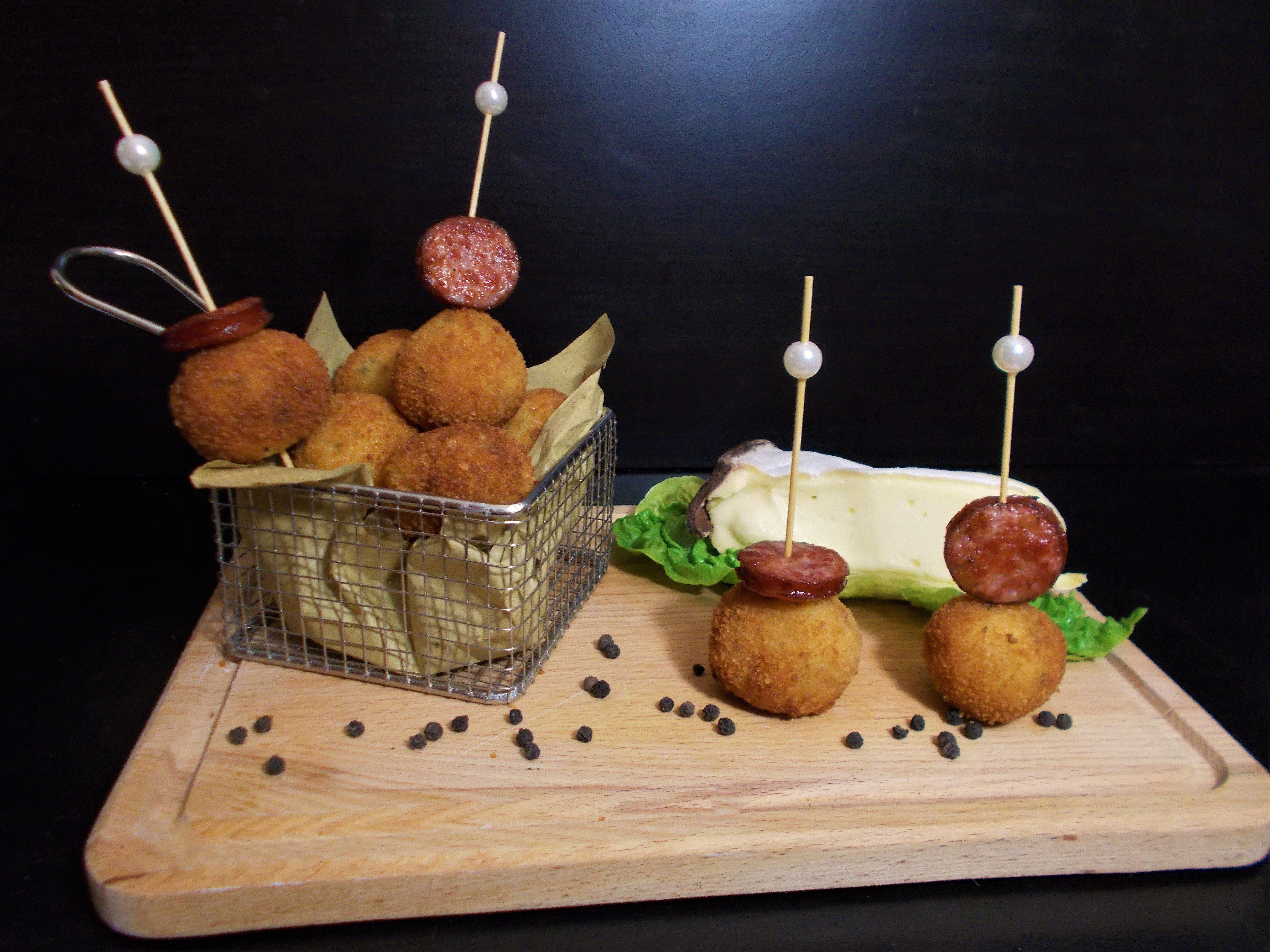 Cromesquis au Mont d'Or et saucisse de Montbéliard