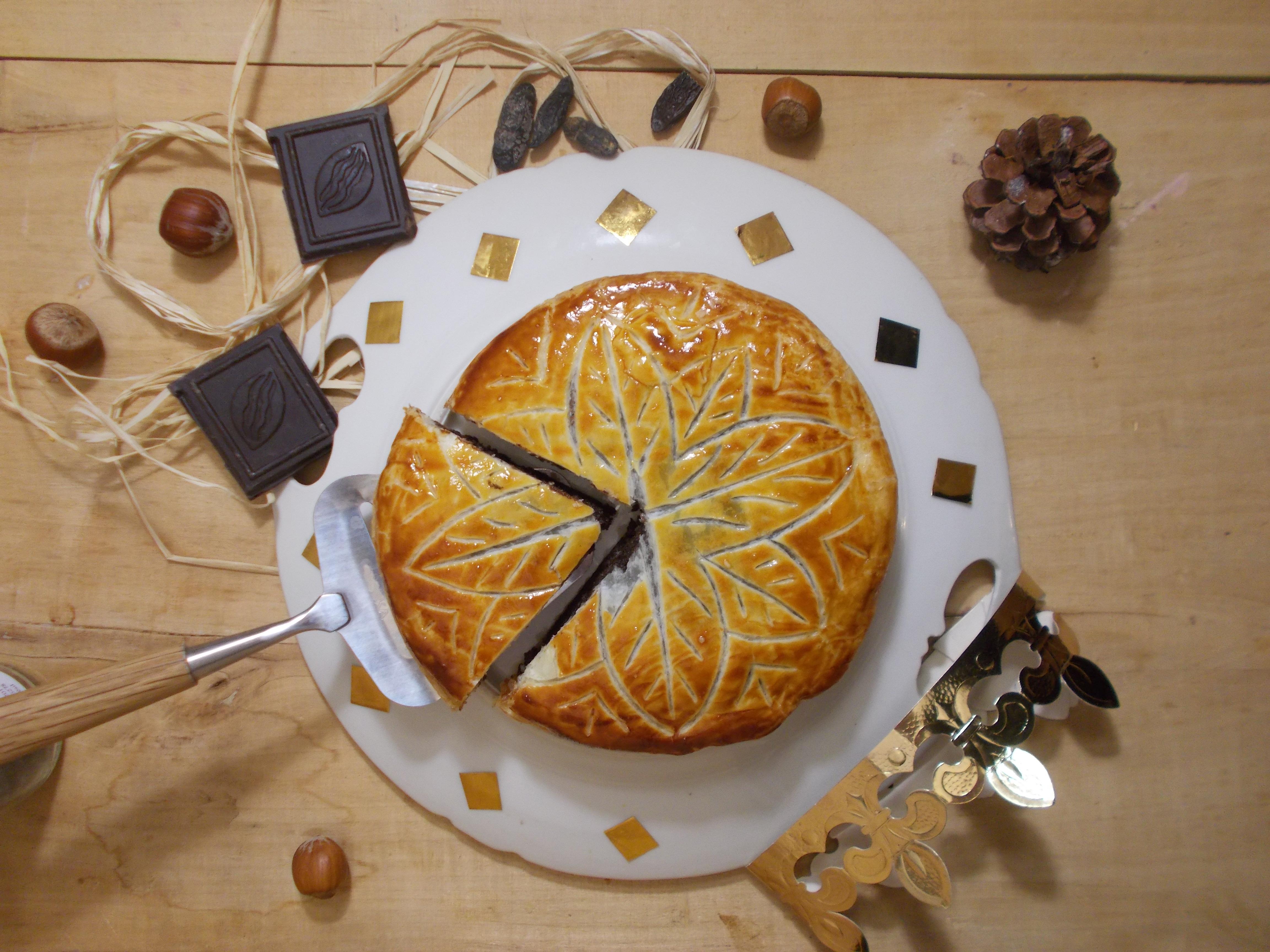 Galette des rois chocolat, noisette et fève tonka