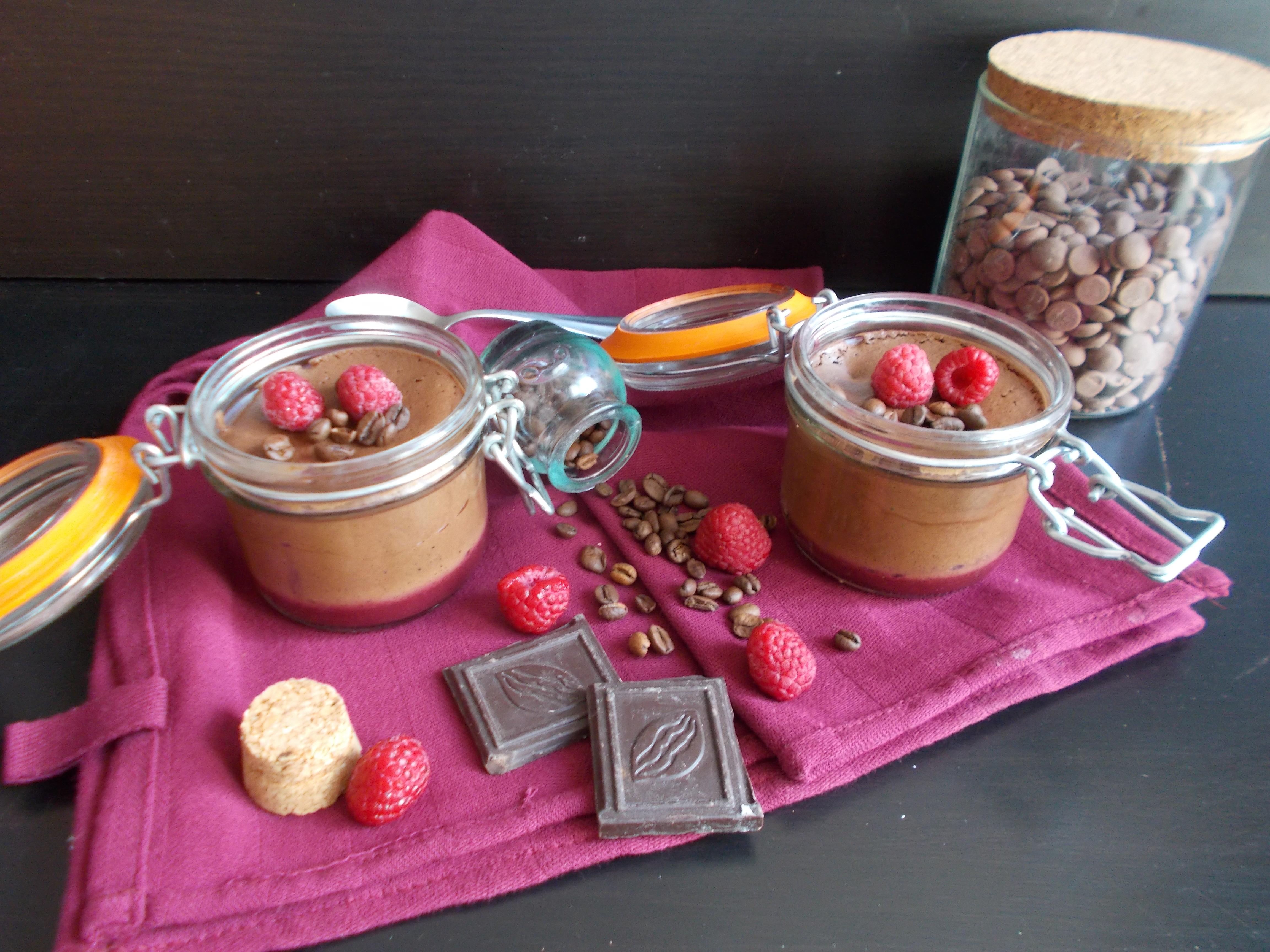 Mousse au chocolat, framboise et café