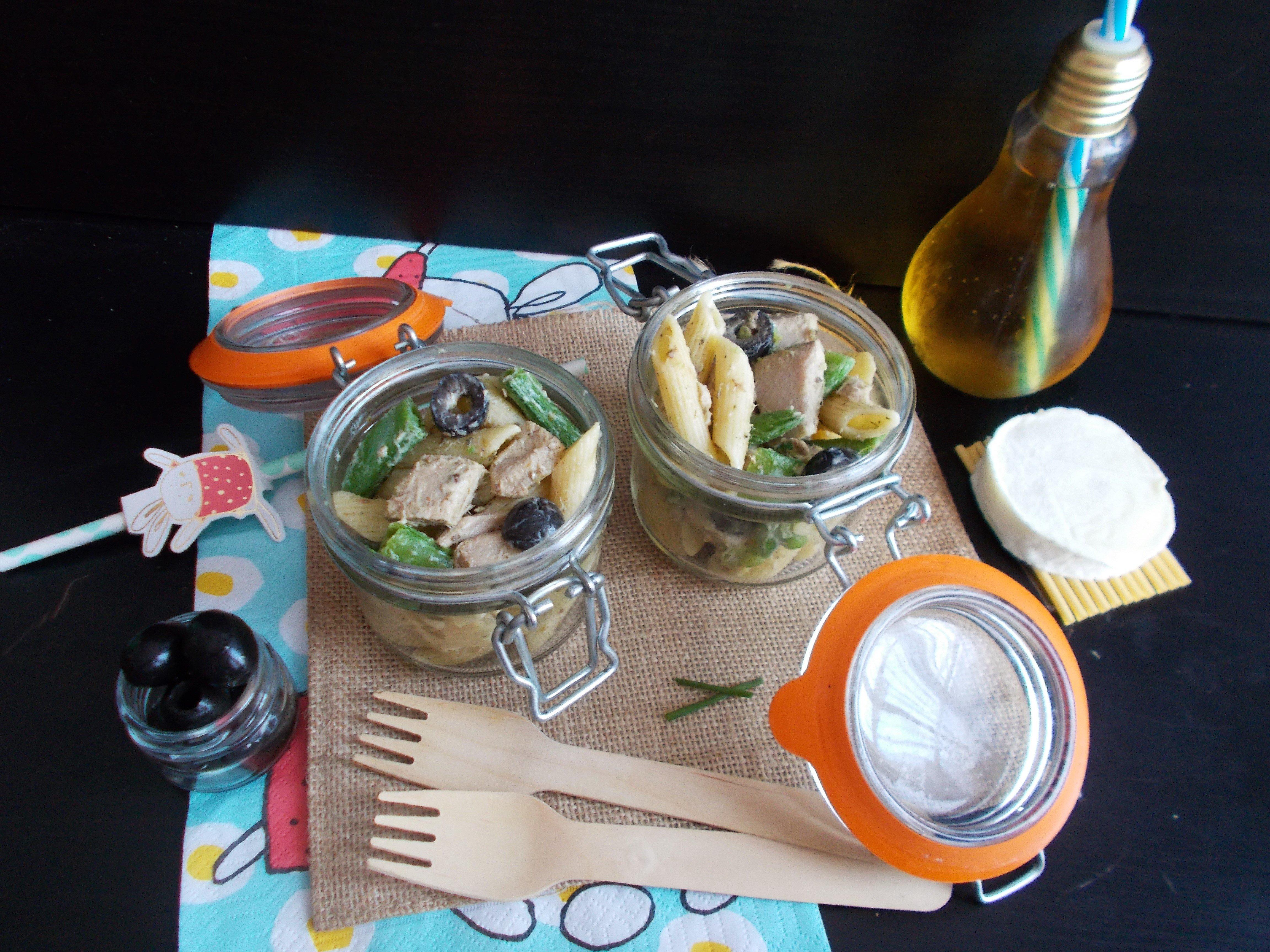 Salade de pâtes au thon mariné, fèves et chèvre