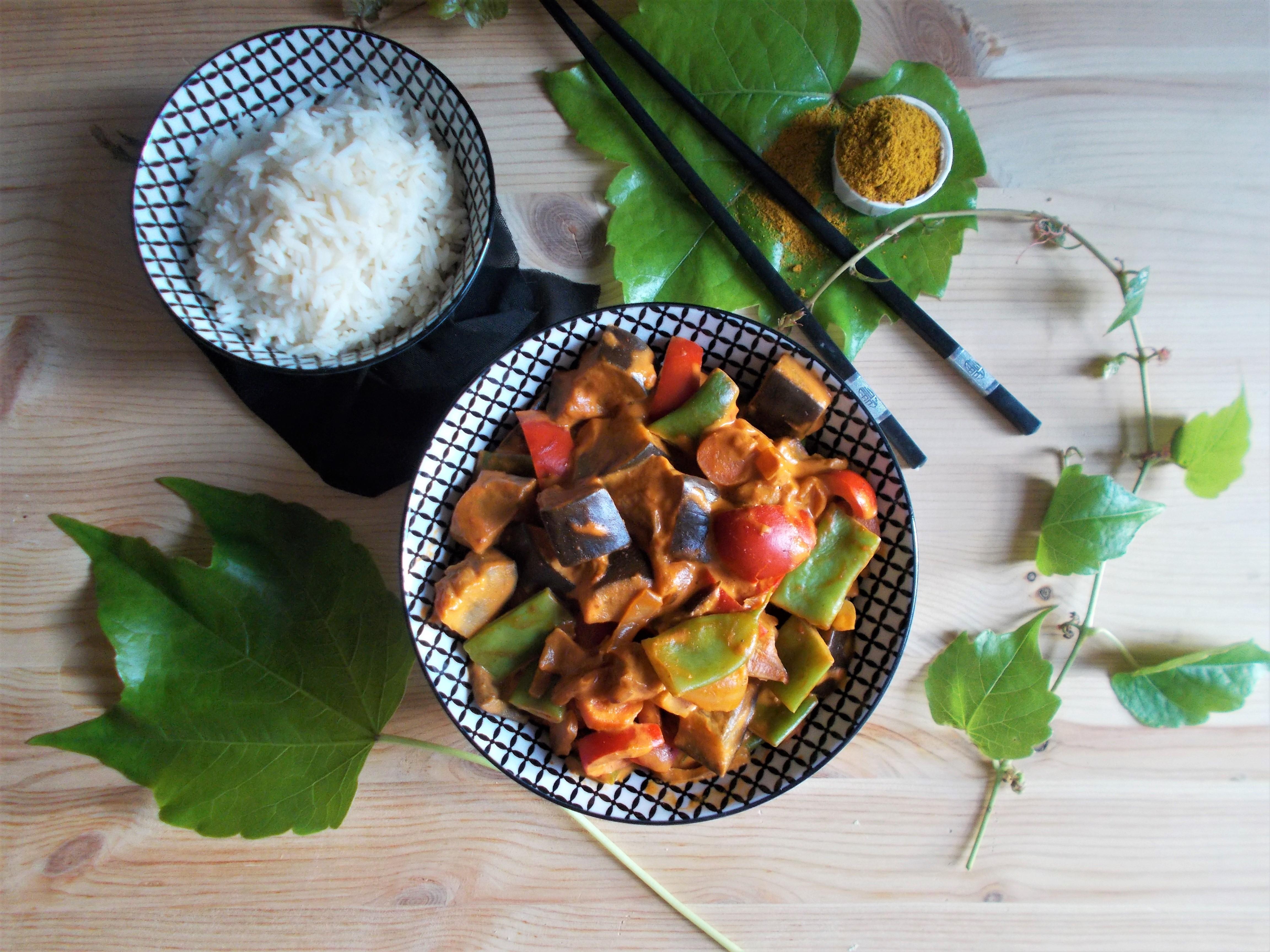 Curry jaune de légumes au lait de coco et moutarde