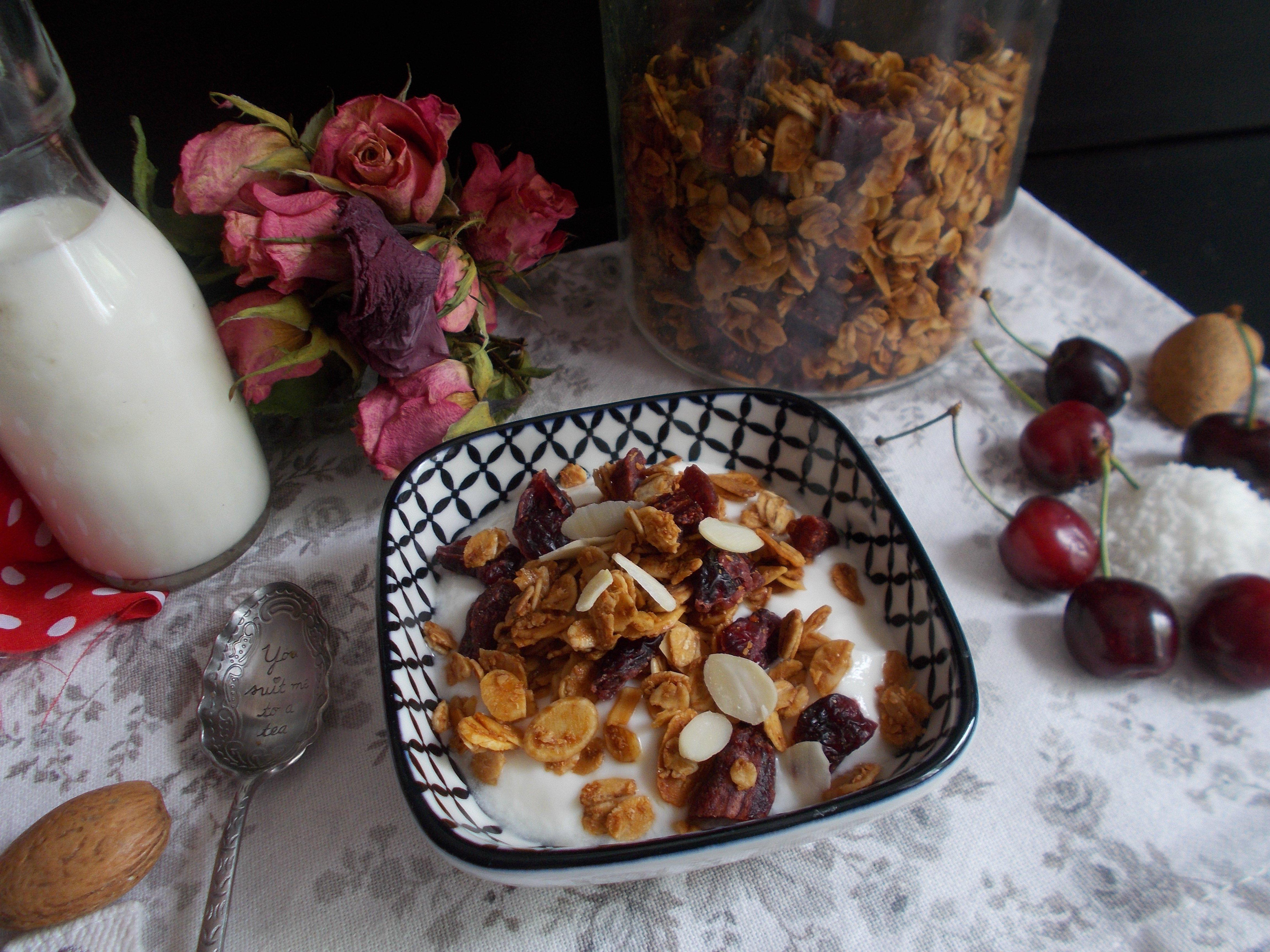 Granola cerise, coco et fleur d'oranger