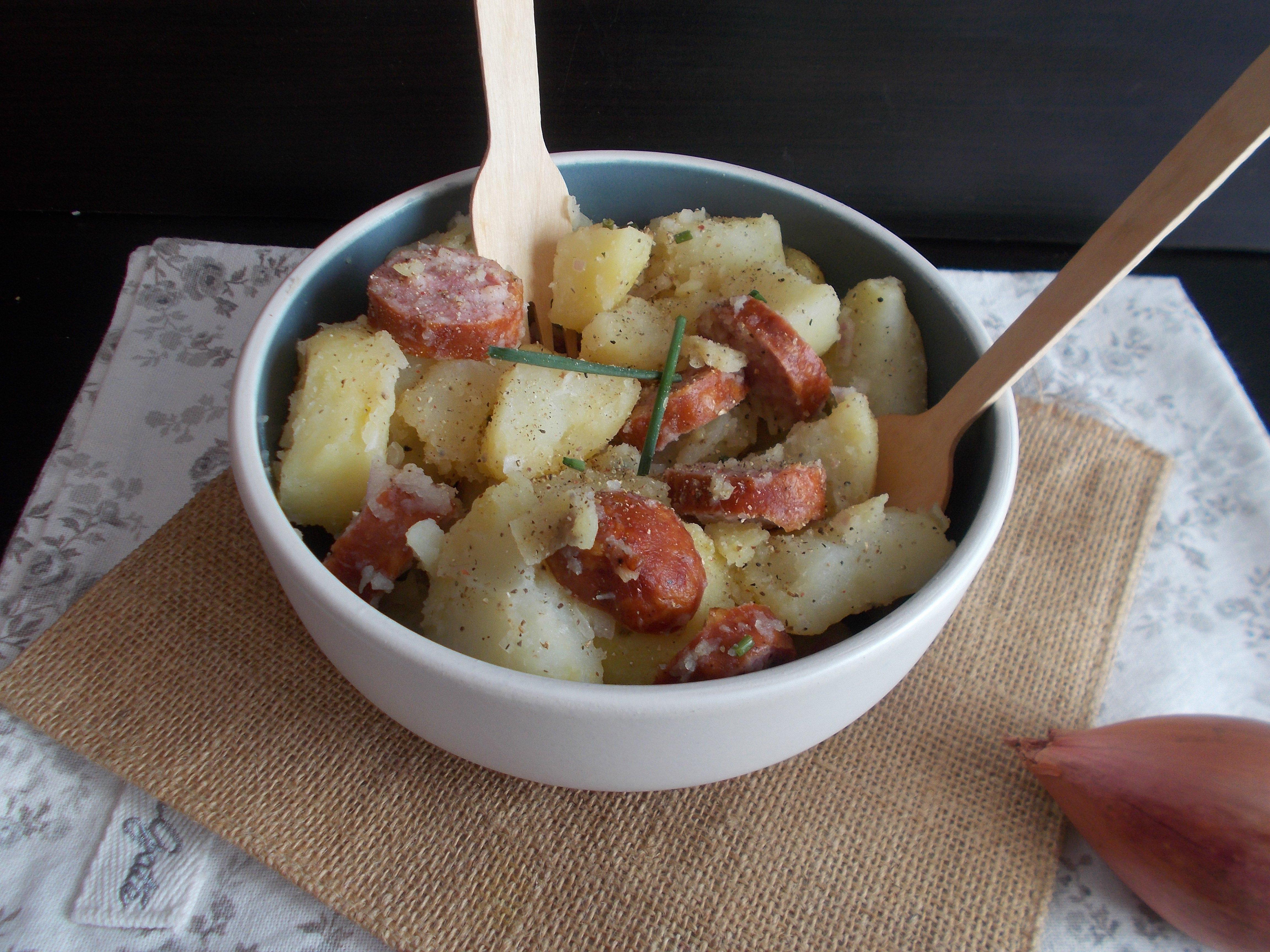 Salade de pomme de terre à la saucisse fumée
